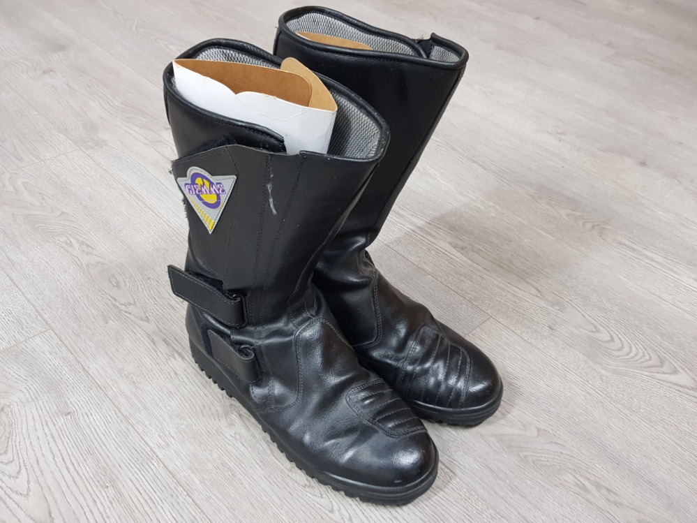 Giemme motorcycle boots in black, size 10, boxed - Image 2 of 2