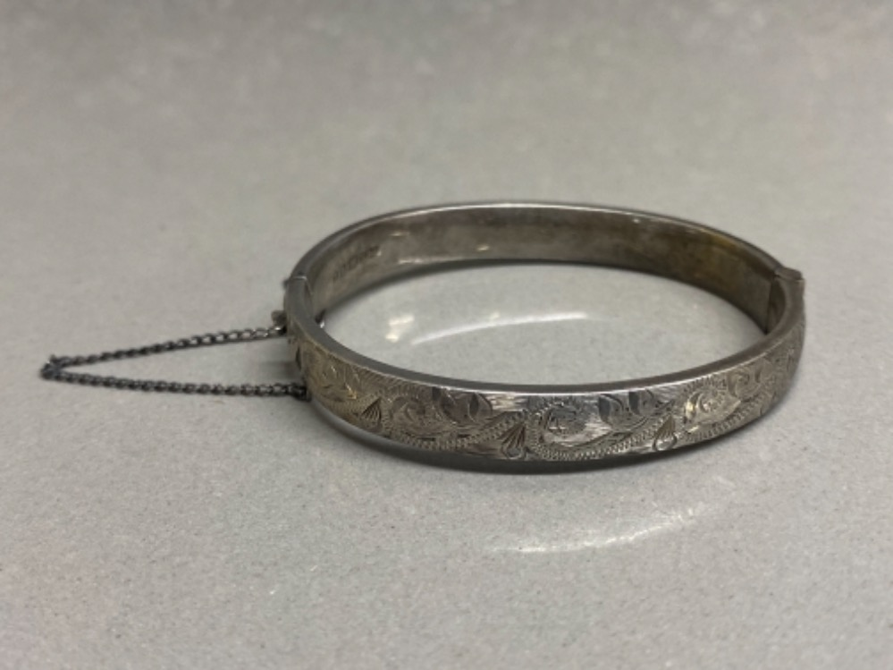 Hallmarked silver 1/2 etched child's bangle with safety chain, 11.2G