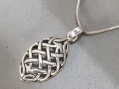 Silver oval celtic pendant & chain, 4.1g