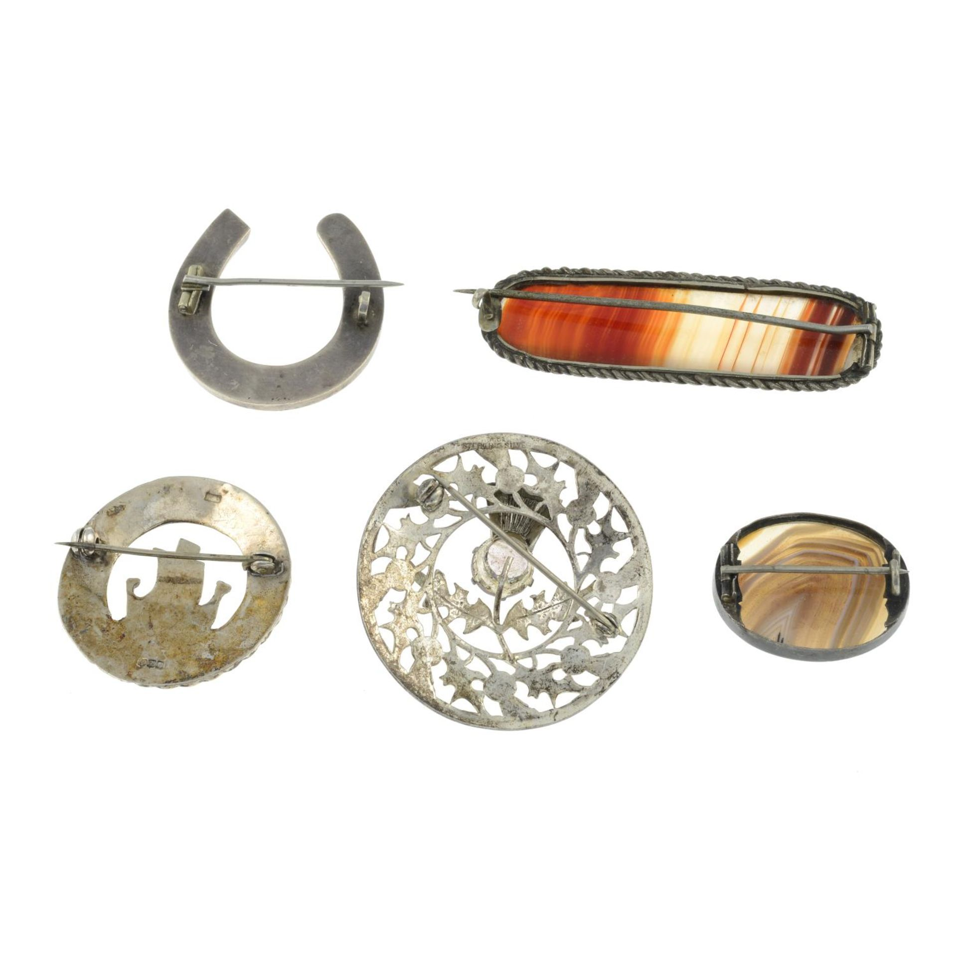 A selection of mainly Scottish agate brooches, to include an agate panel horseshoe brooch. - Image 2 of 3