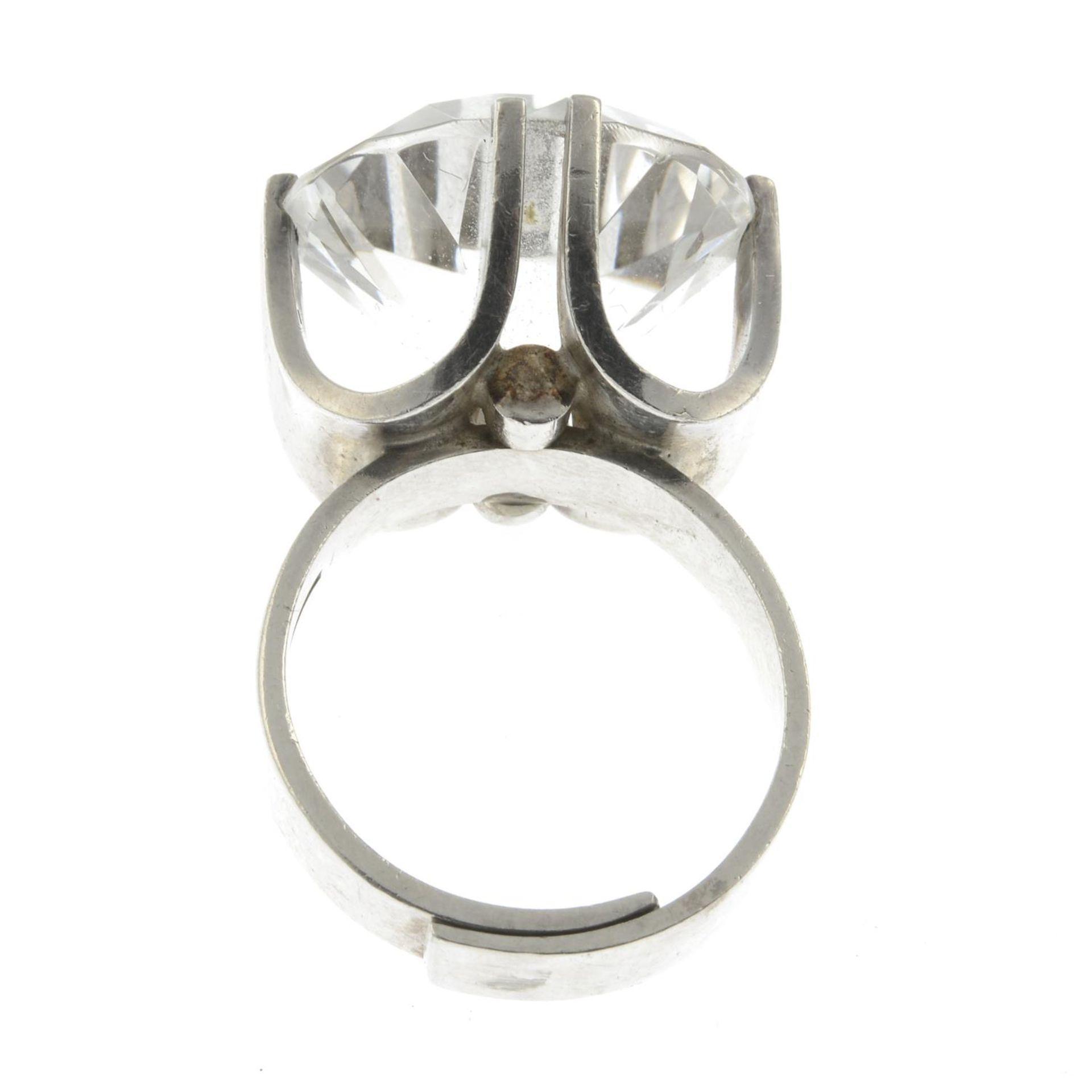 A Modernist quartz ring, by Elis Kauppi for Kupittan Kulta.With maker's marks for Kupittan Kulta. - Image 2 of 2