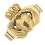 A 9ct gold claddagh ring.Hallmarks for 9ct gold, partially indistinct.