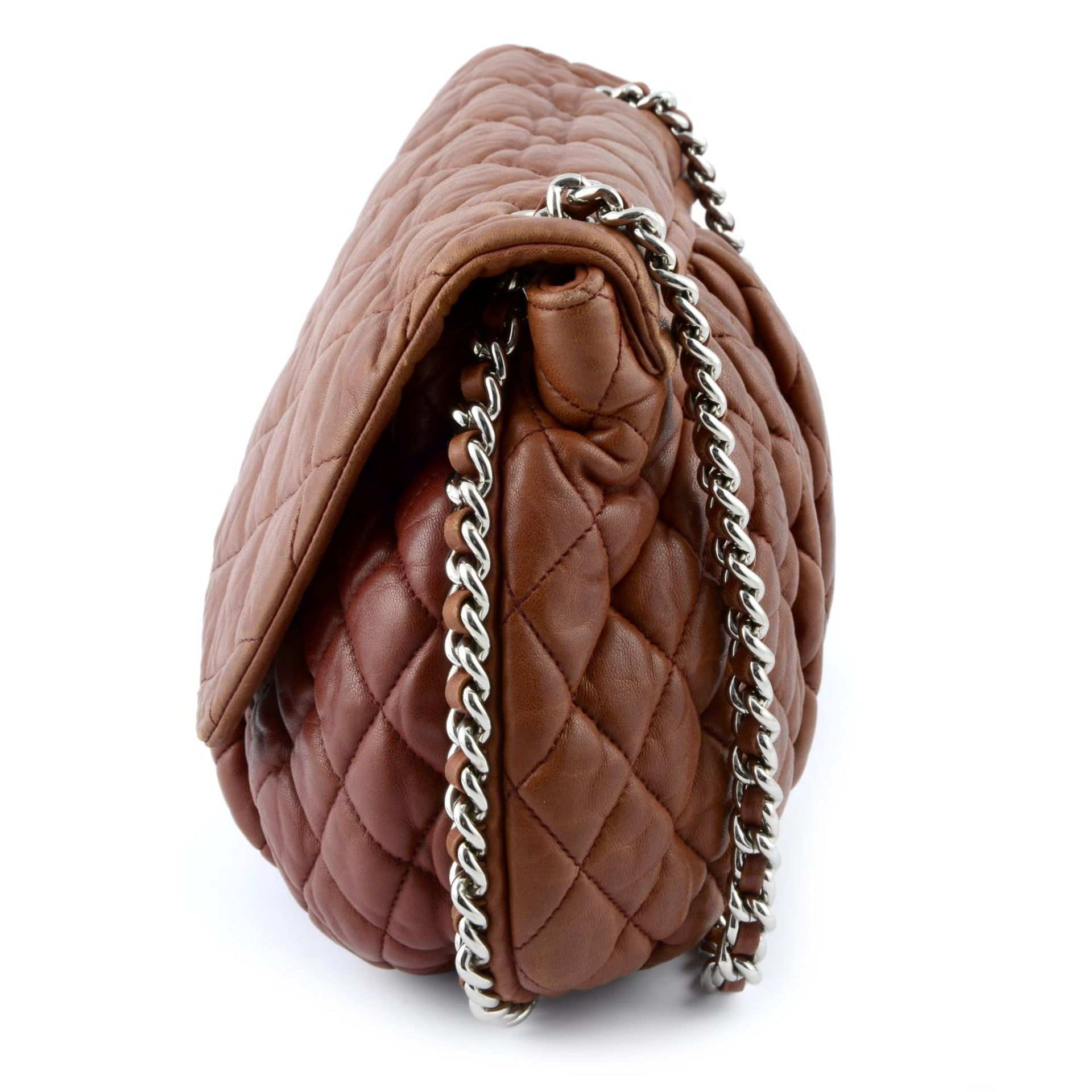 CHANEL - a quilted lambskin leather chain around handbag. - Image 3 of 4