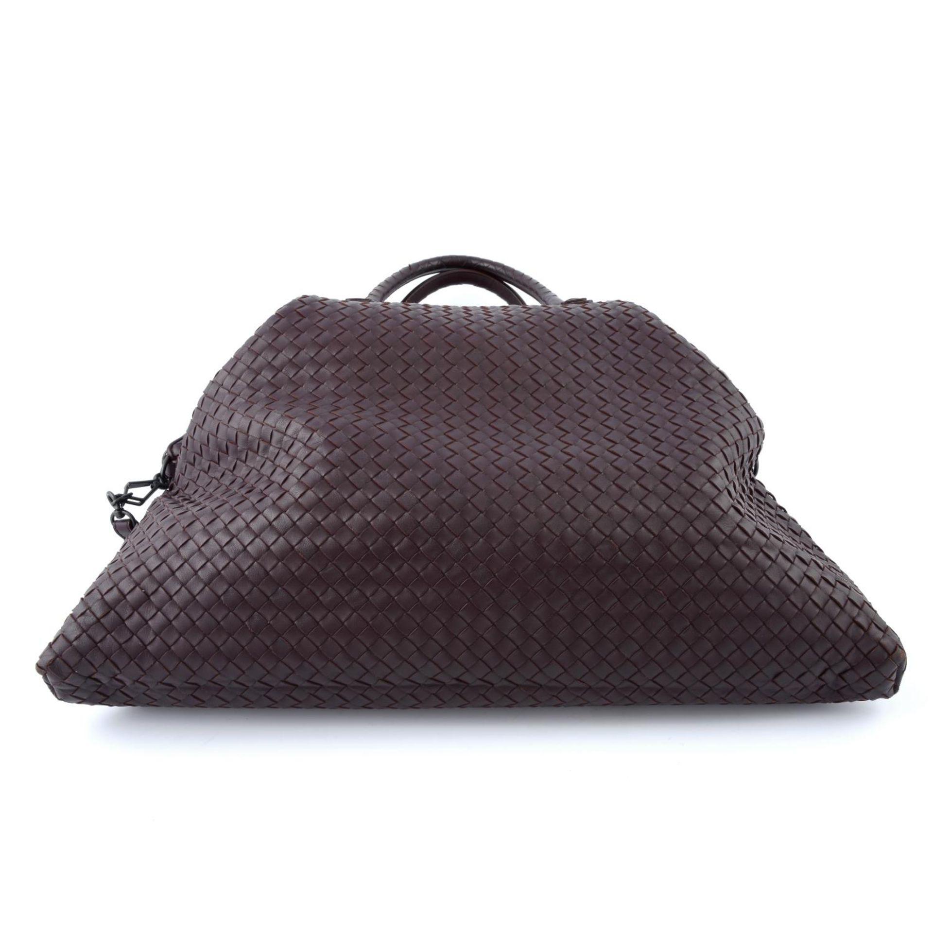 BOTTEGA VENETA - an XL fold over Nappa Intrecciato handbag. - Image 5 of 5