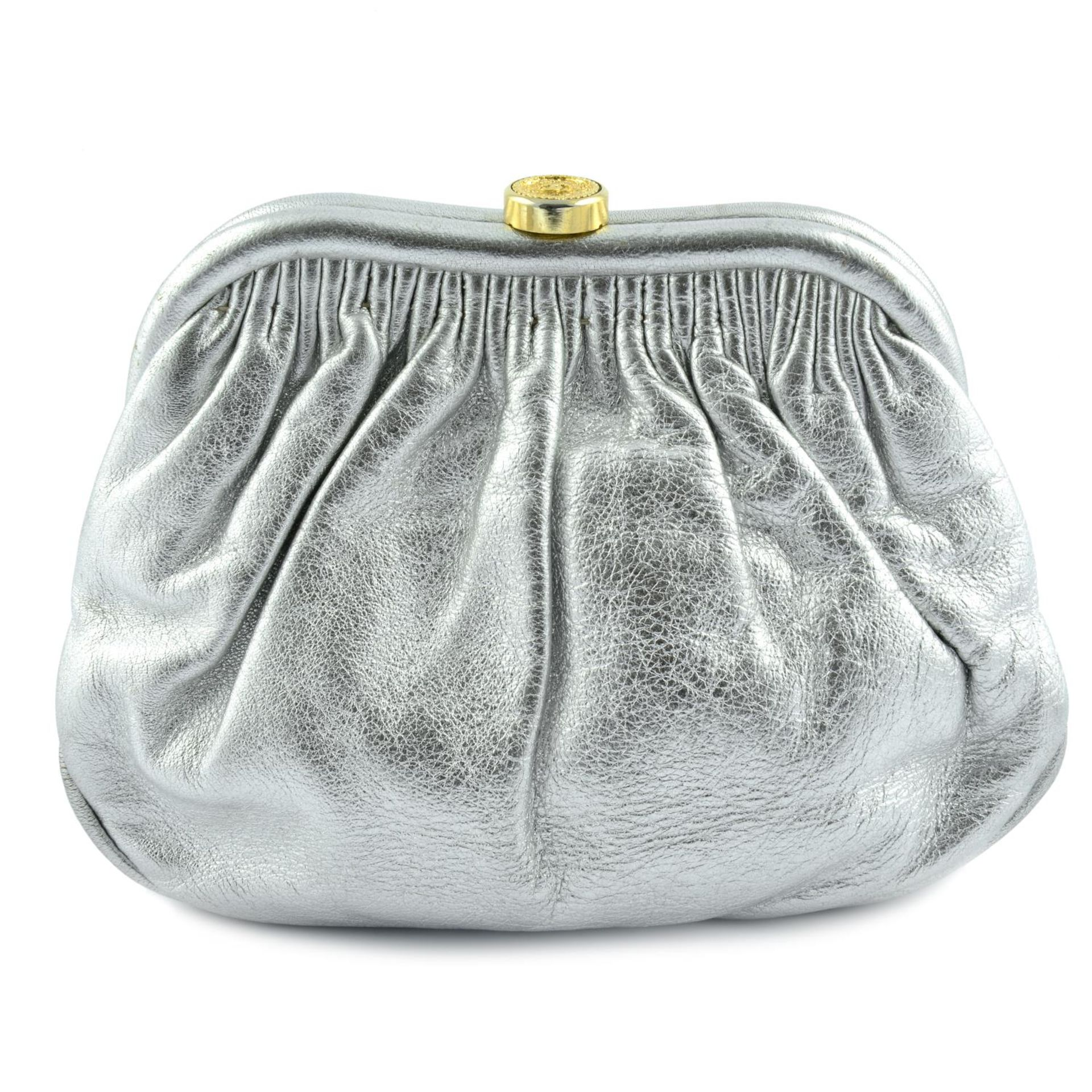 CHANEL - a vintage metallic kiss-lock clutch with chain. - Image 2 of 6