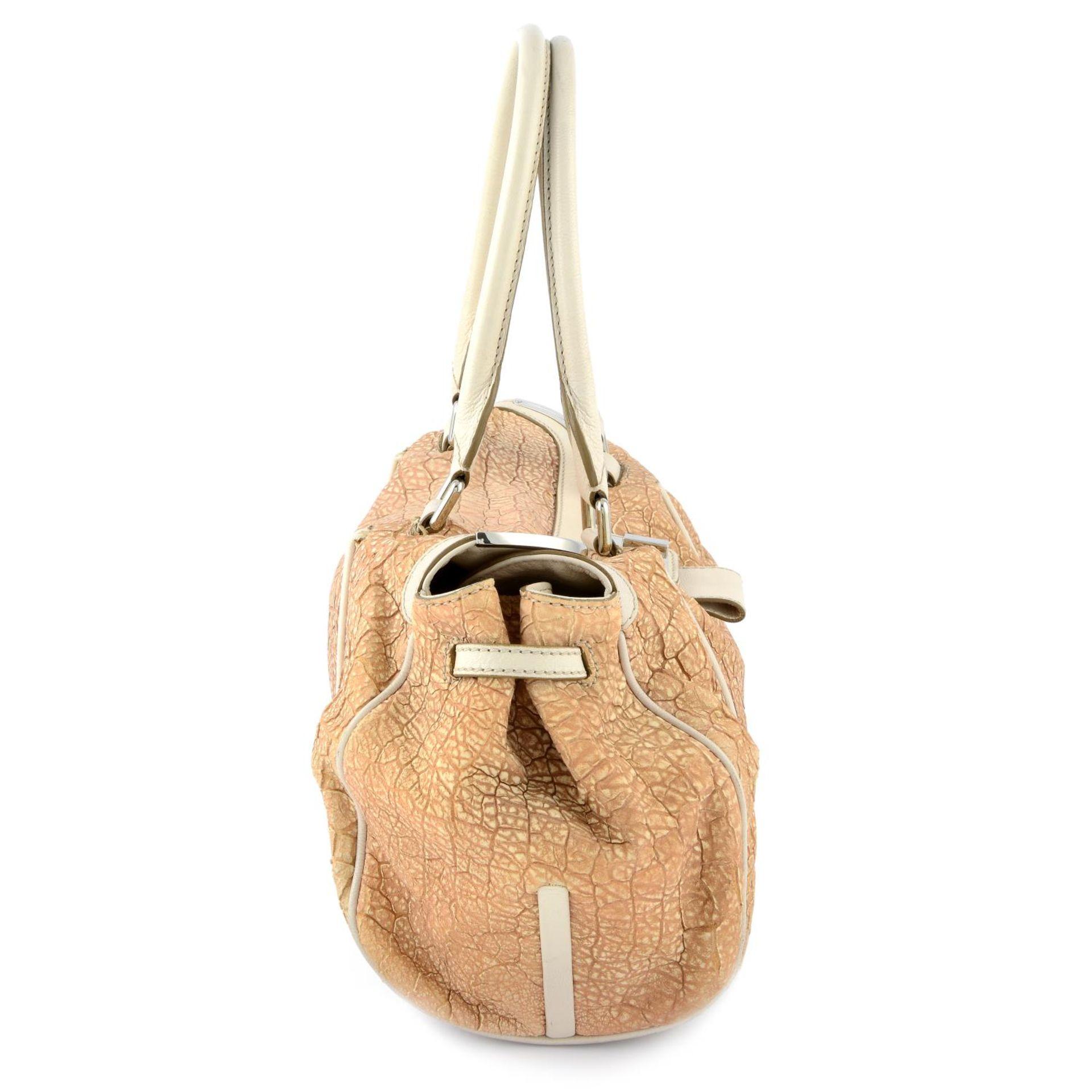 CÉLINE - a nude textured leather handbag. - Image 4 of 4
