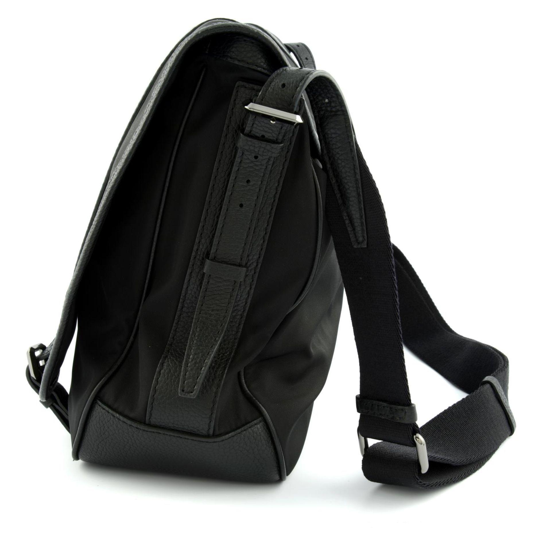 BURBERRY - a nylon messenger satchel. - Image 2 of 5