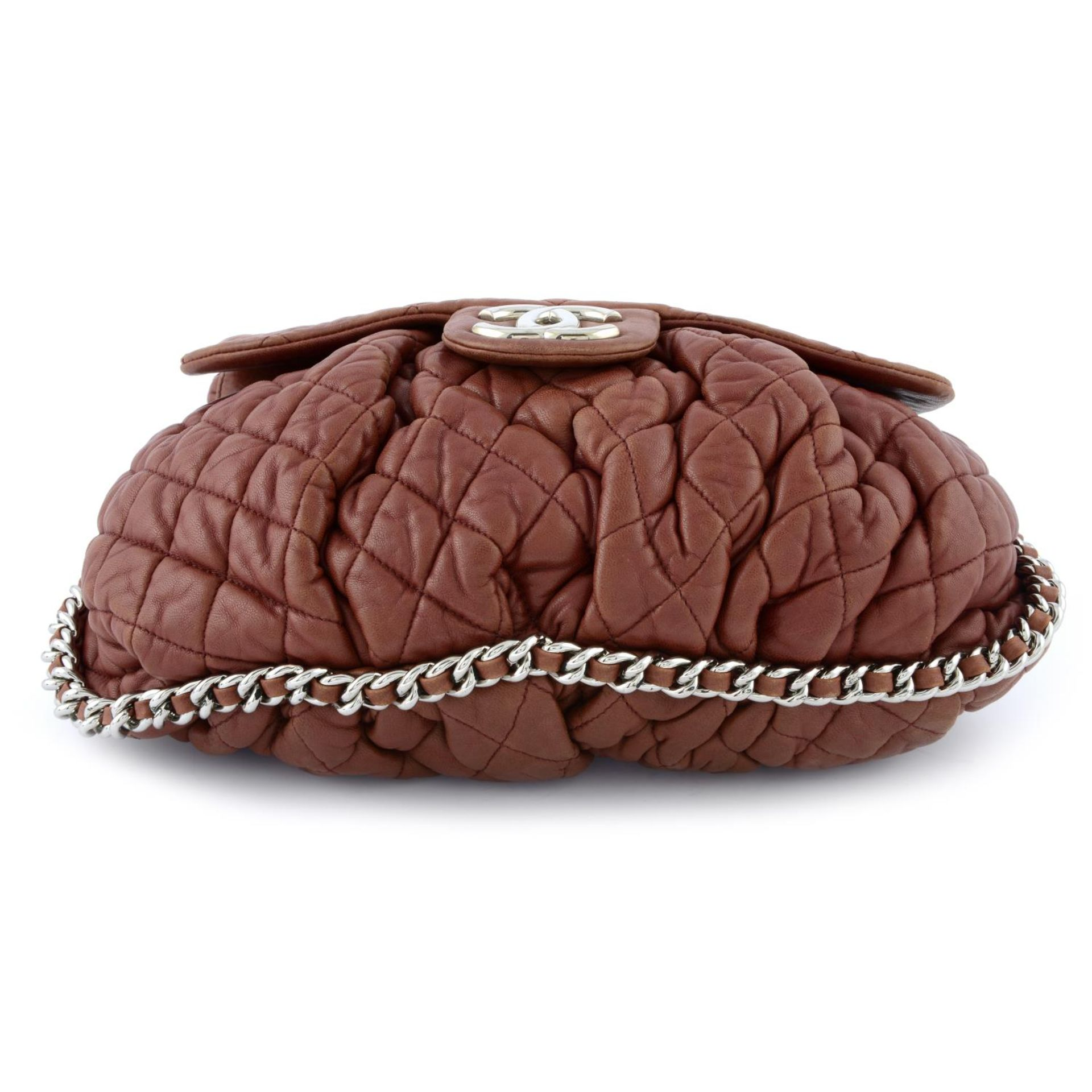 CHANEL - a quilted lambskin leather chain around handbag. - Image 4 of 4