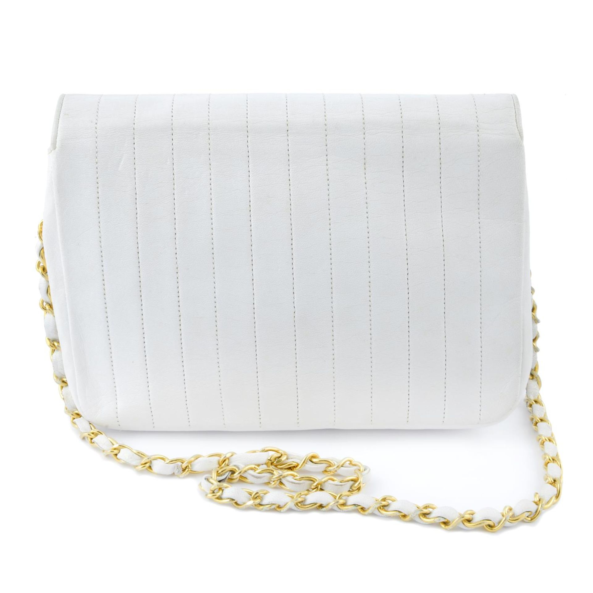 CHANEL - a vintage white single flap handbag. - Image 2 of 4