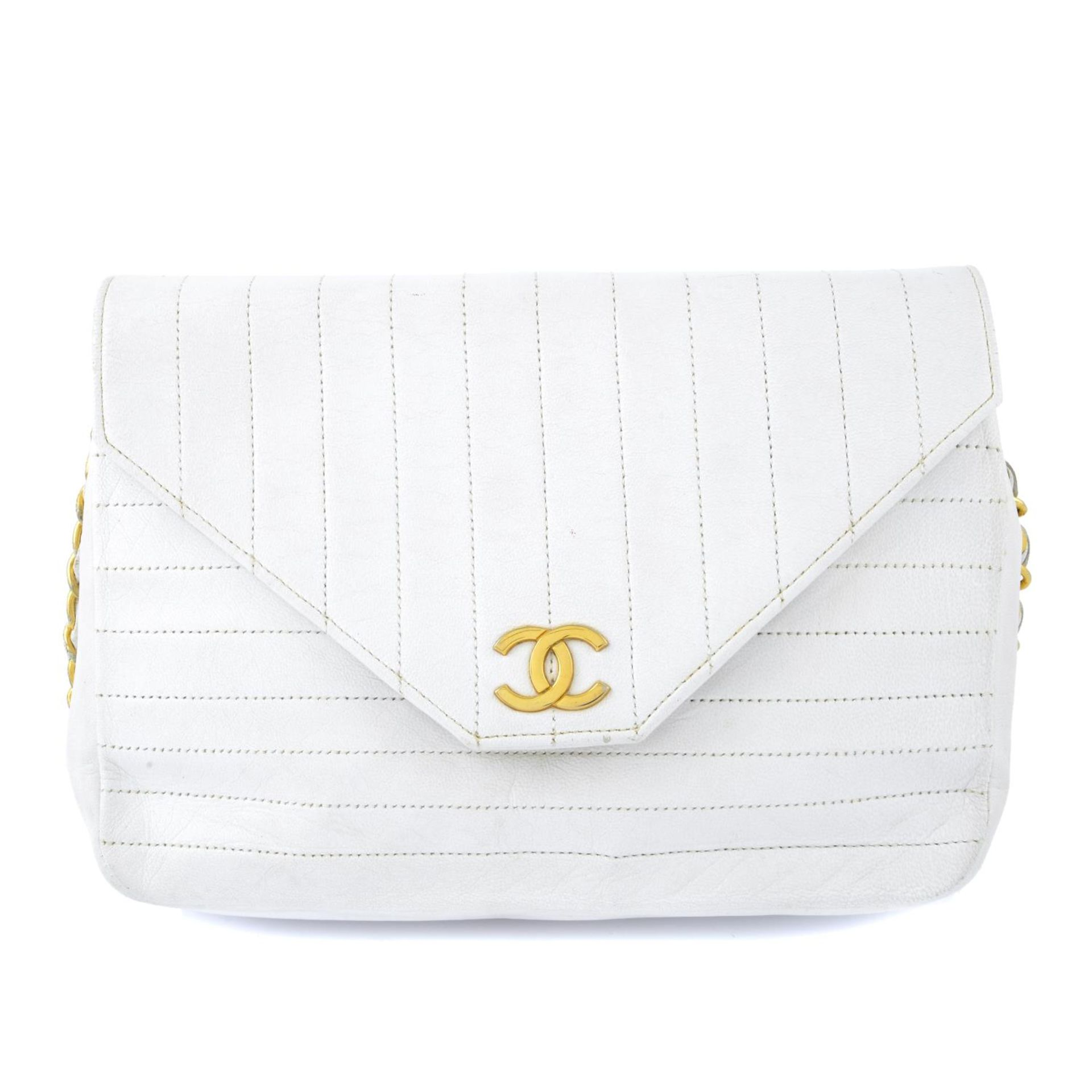 CHANEL - a vintage white single flap handbag.