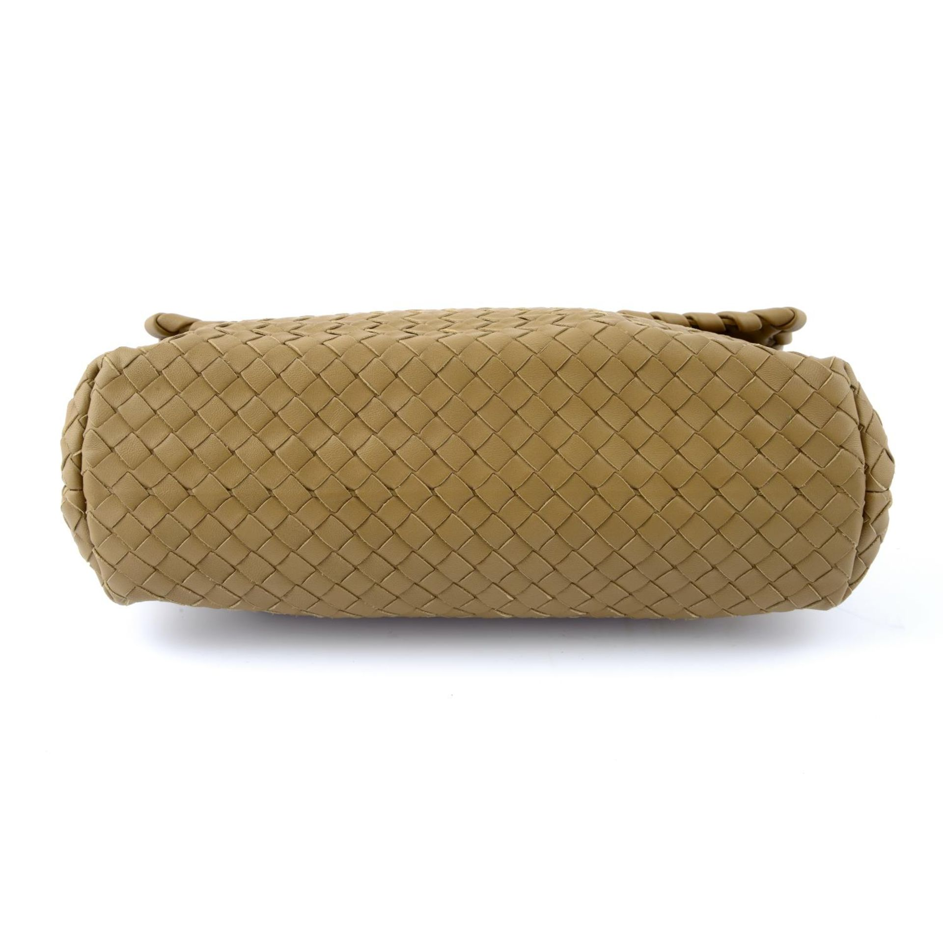 BOTTEGA VENETA - a fold over Intrecciato handbag. - Image 5 of 5