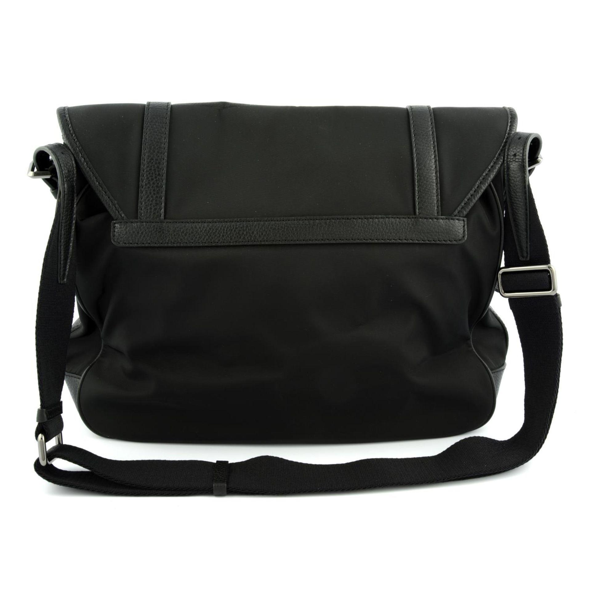 BURBERRY - a nylon messenger satchel. - Image 3 of 5
