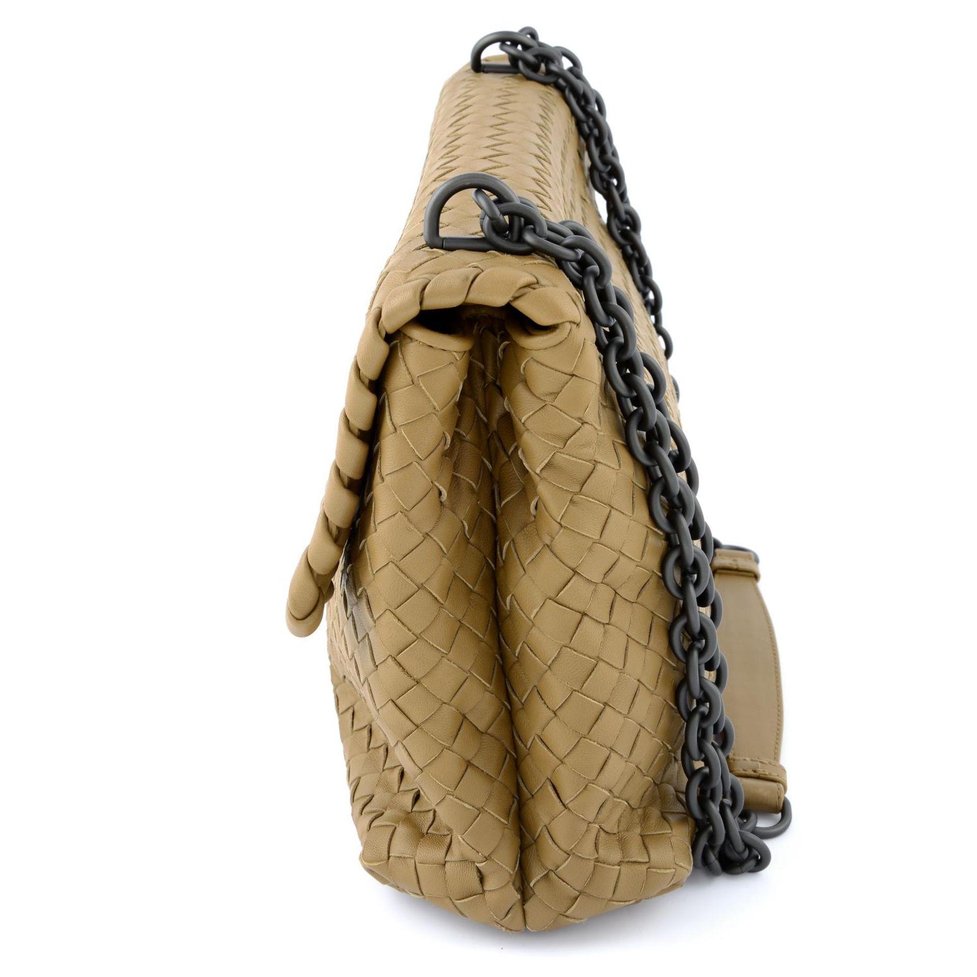 BOTTEGA VENETA - a fold over Intrecciato handbag. - Image 3 of 5