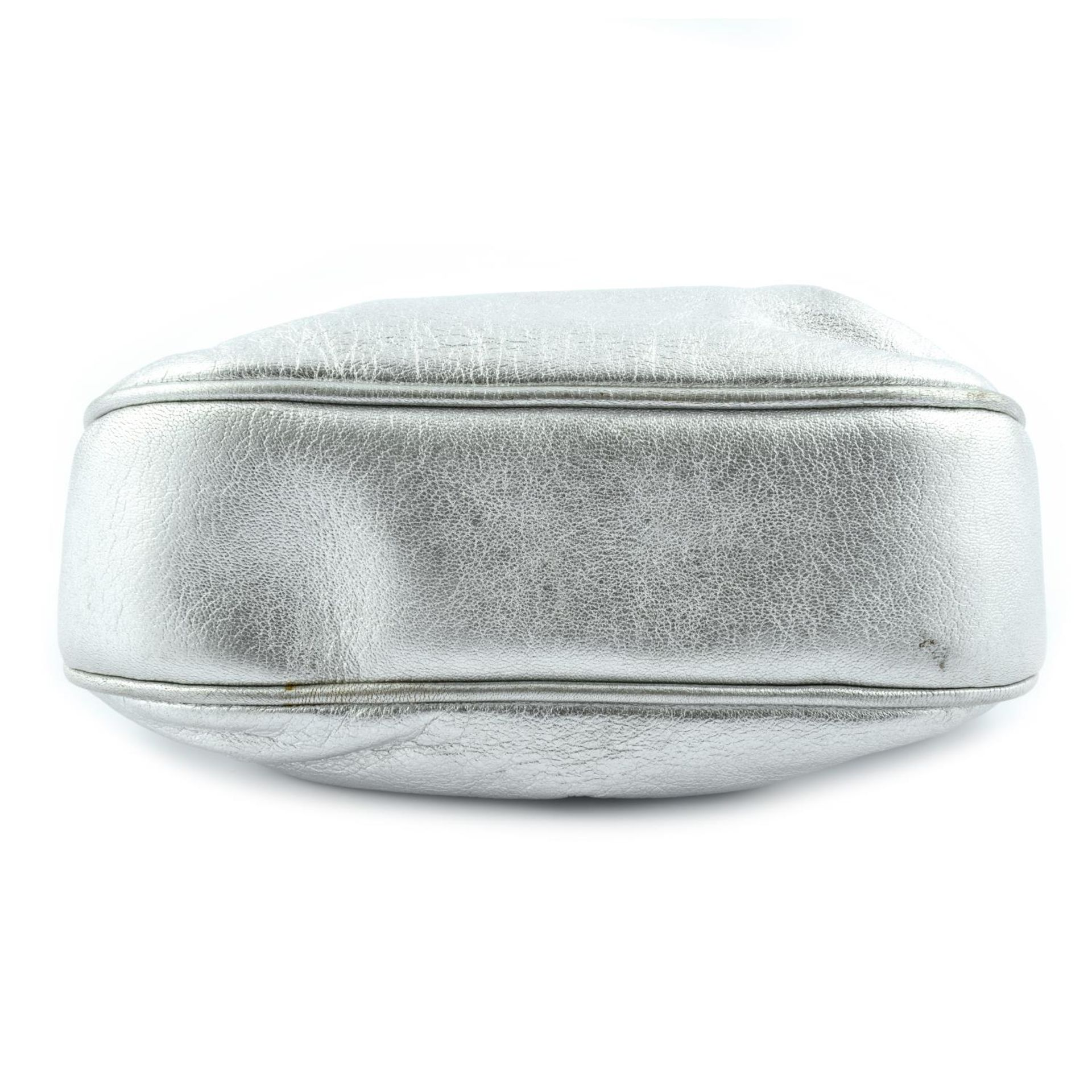 CHANEL - a vintage metallic kiss-lock clutch with chain. - Image 6 of 6