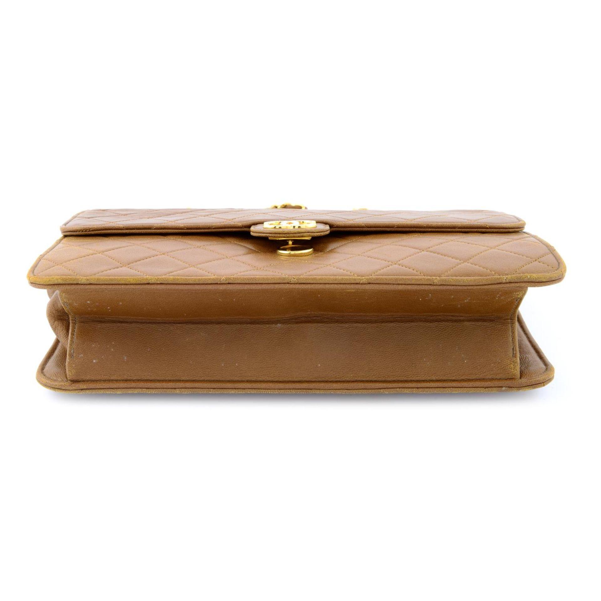 CHANEL - a vintage tan single flap handbag. - Image 5 of 5