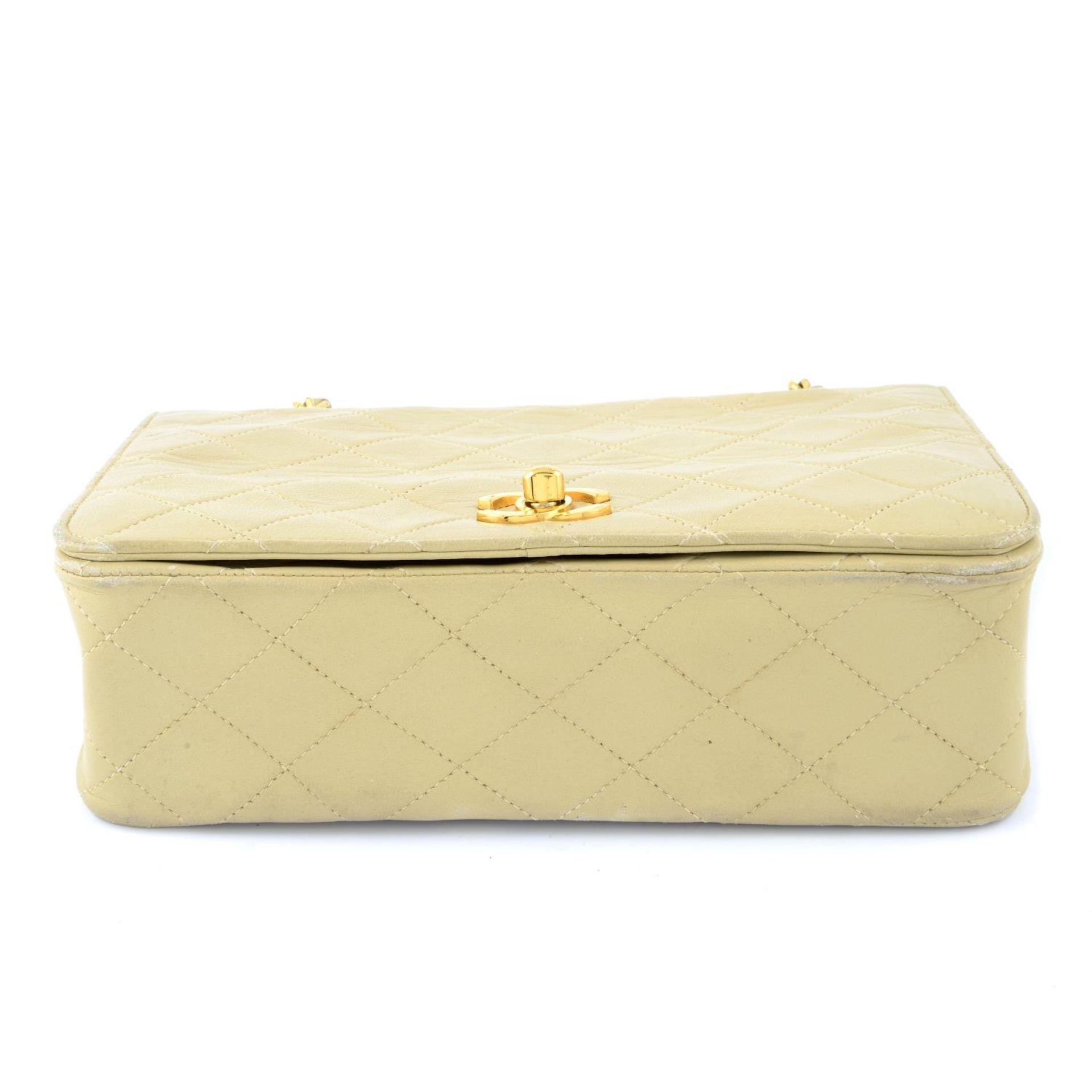 CHANEL - a nude vintage single flap handbag. - Image 5 of 5