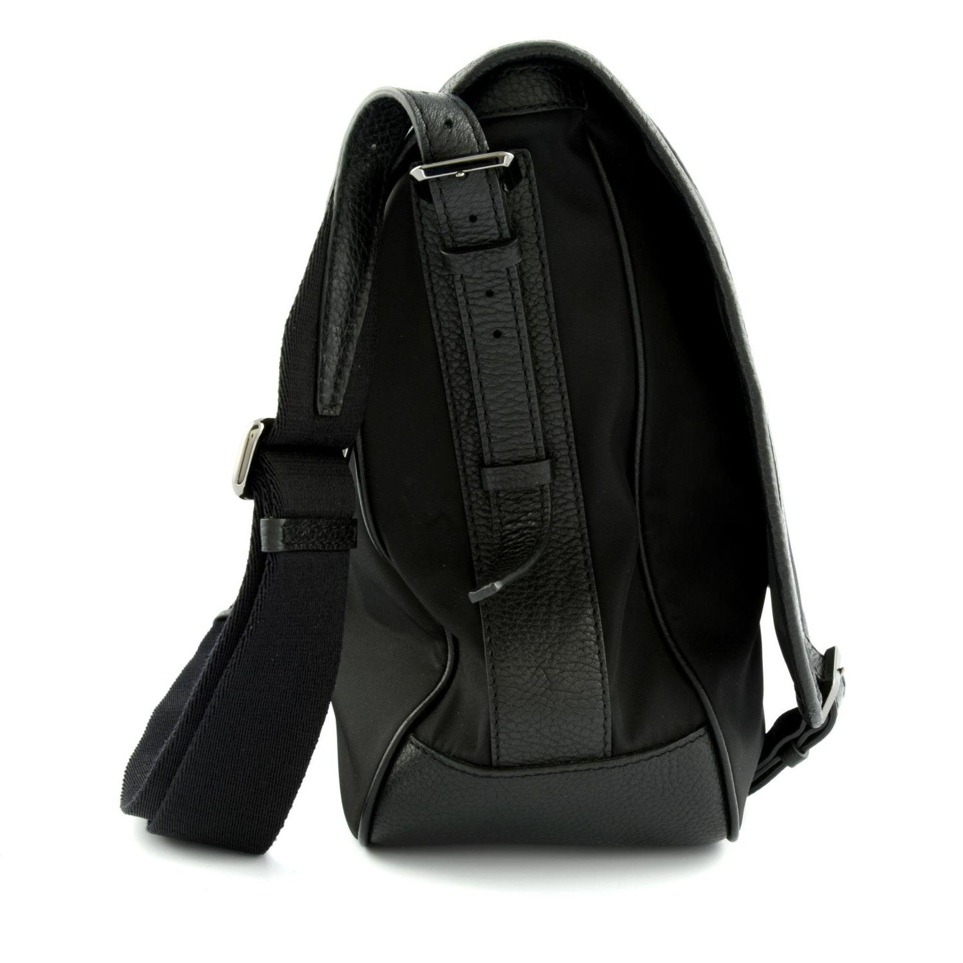 BURBERRY - a nylon messenger satchel. - Image 4 of 5