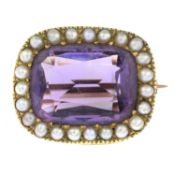An amethyst and split pearl cluster brooch.Length 2cms.