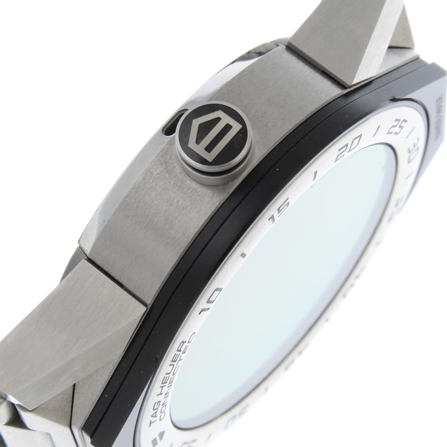 TAG HEUER - a Connected bracelet watch. - Image 5 of 6