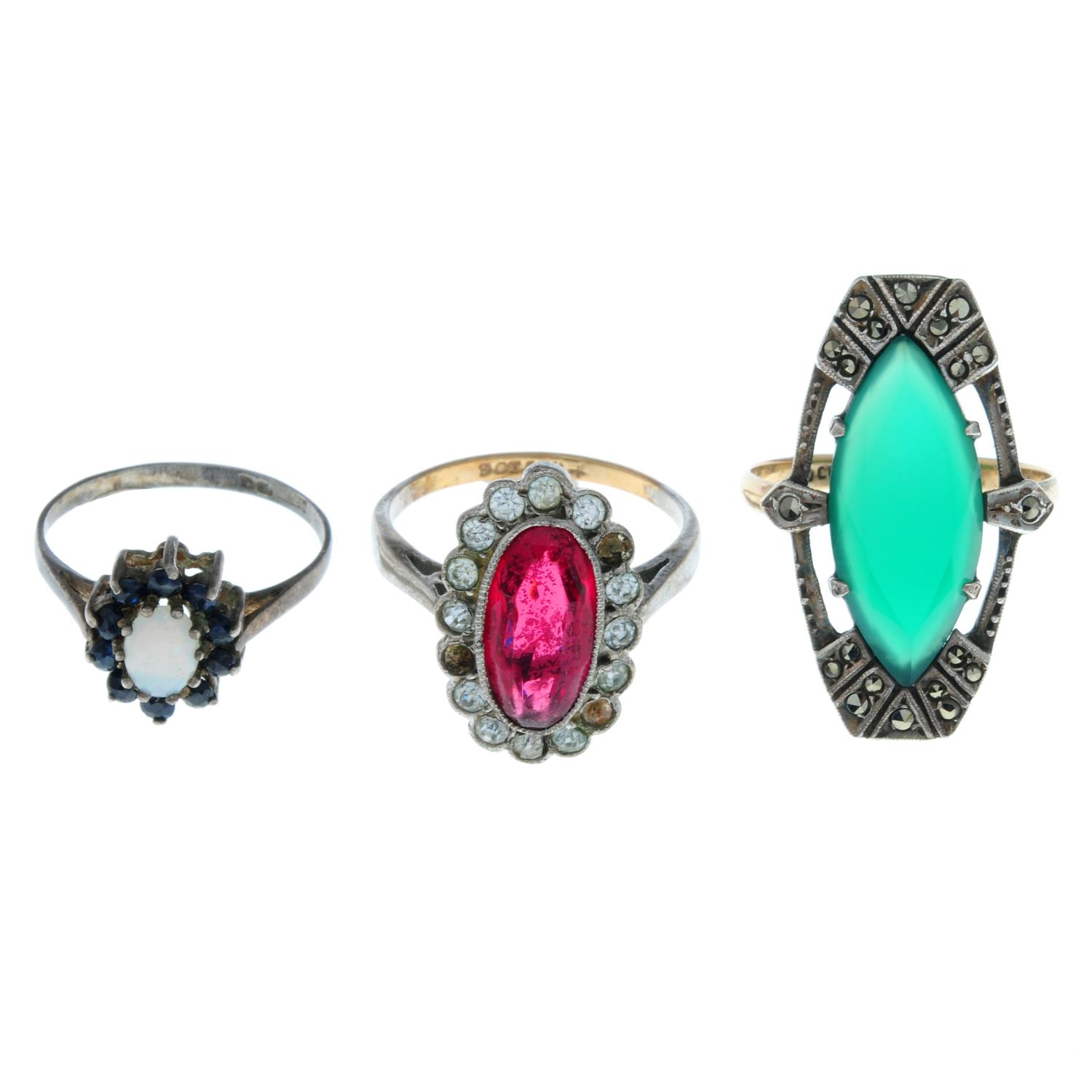 Twelve early 20th century and later rings, to include an early 20th century garnet cluster ring. - Image 2 of 4