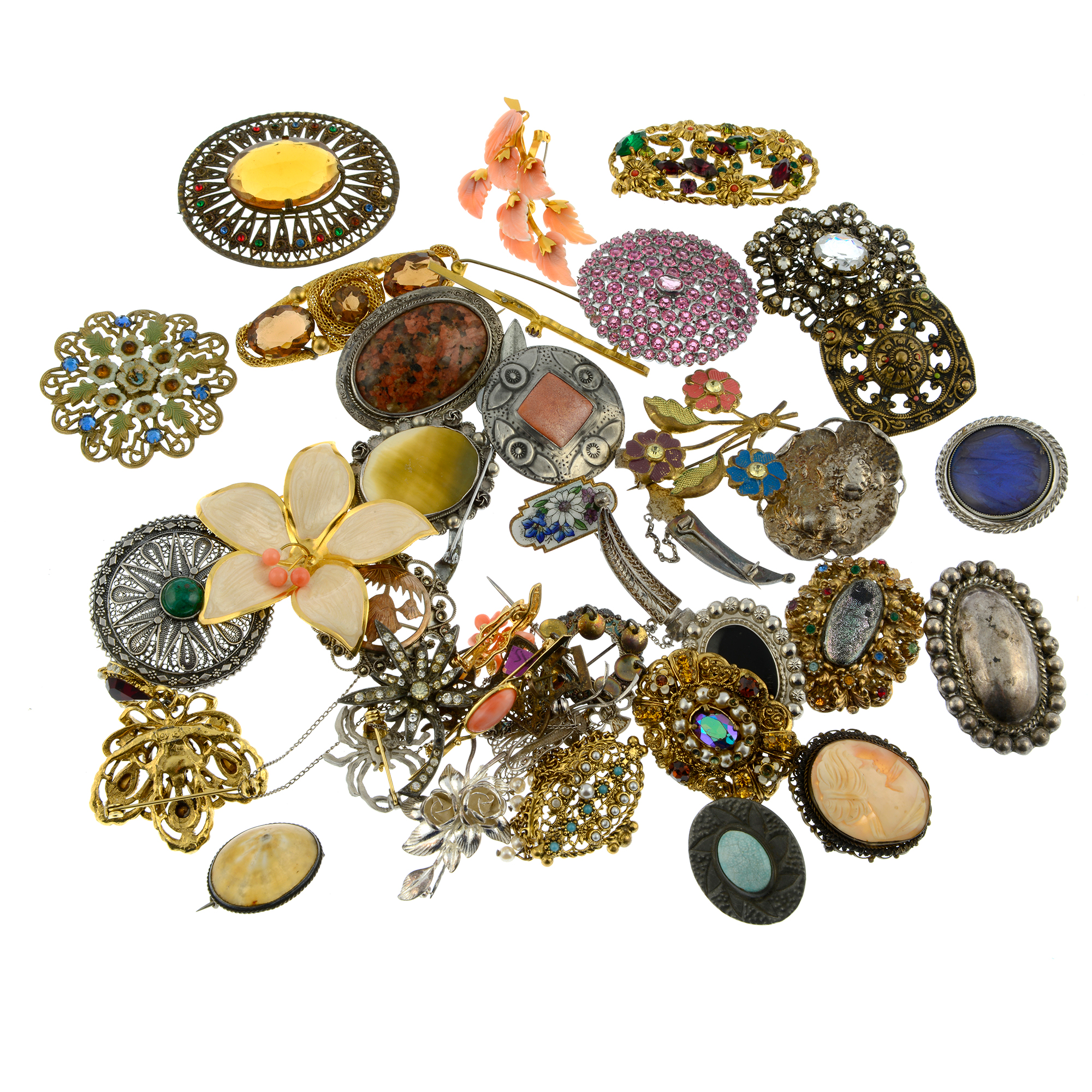 A selection of brooches, to include a cameo brooch. - Image 2 of 2