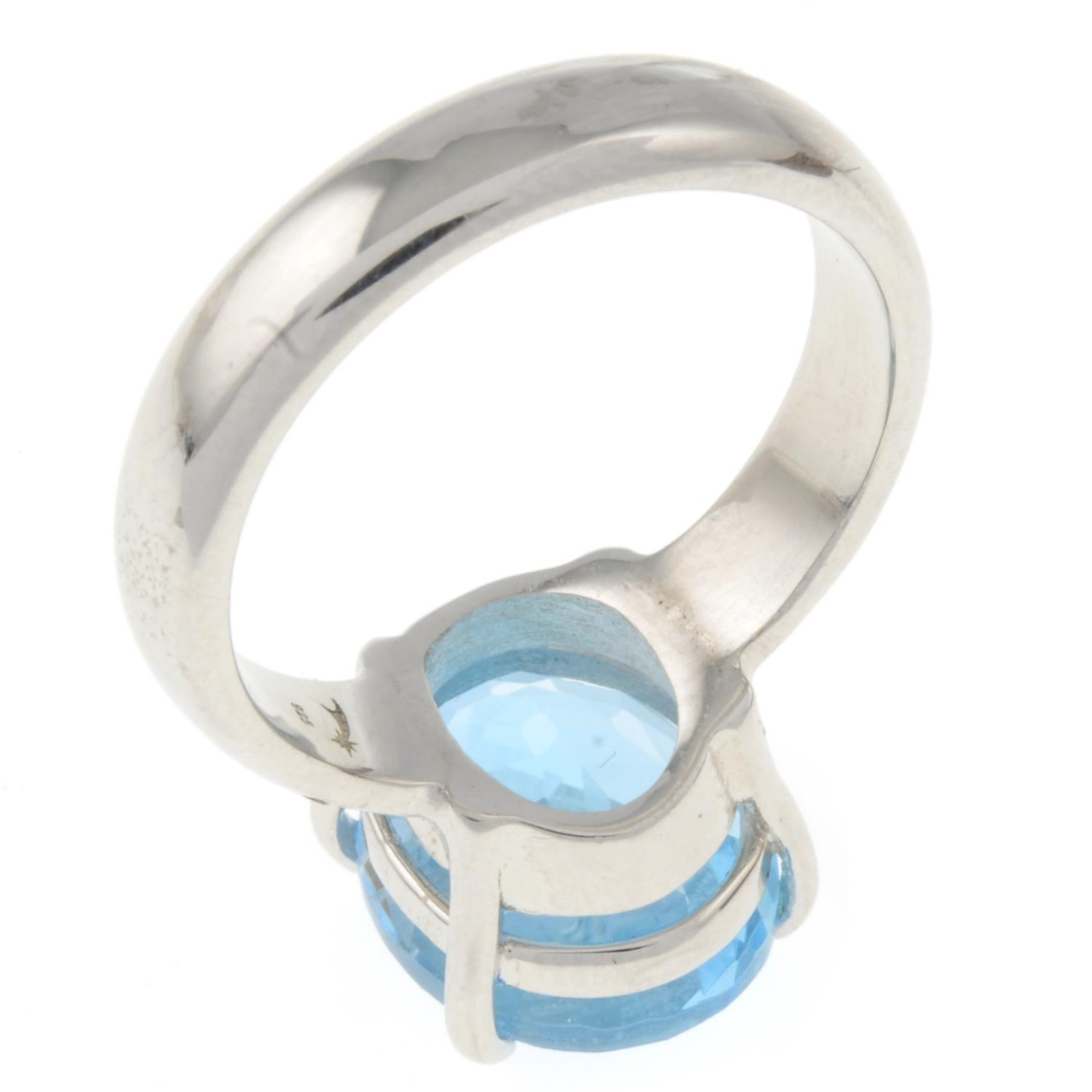 A blue topaz single-stone ring.Stamped 925.Ring size N 1/2. - Image 3 of 3