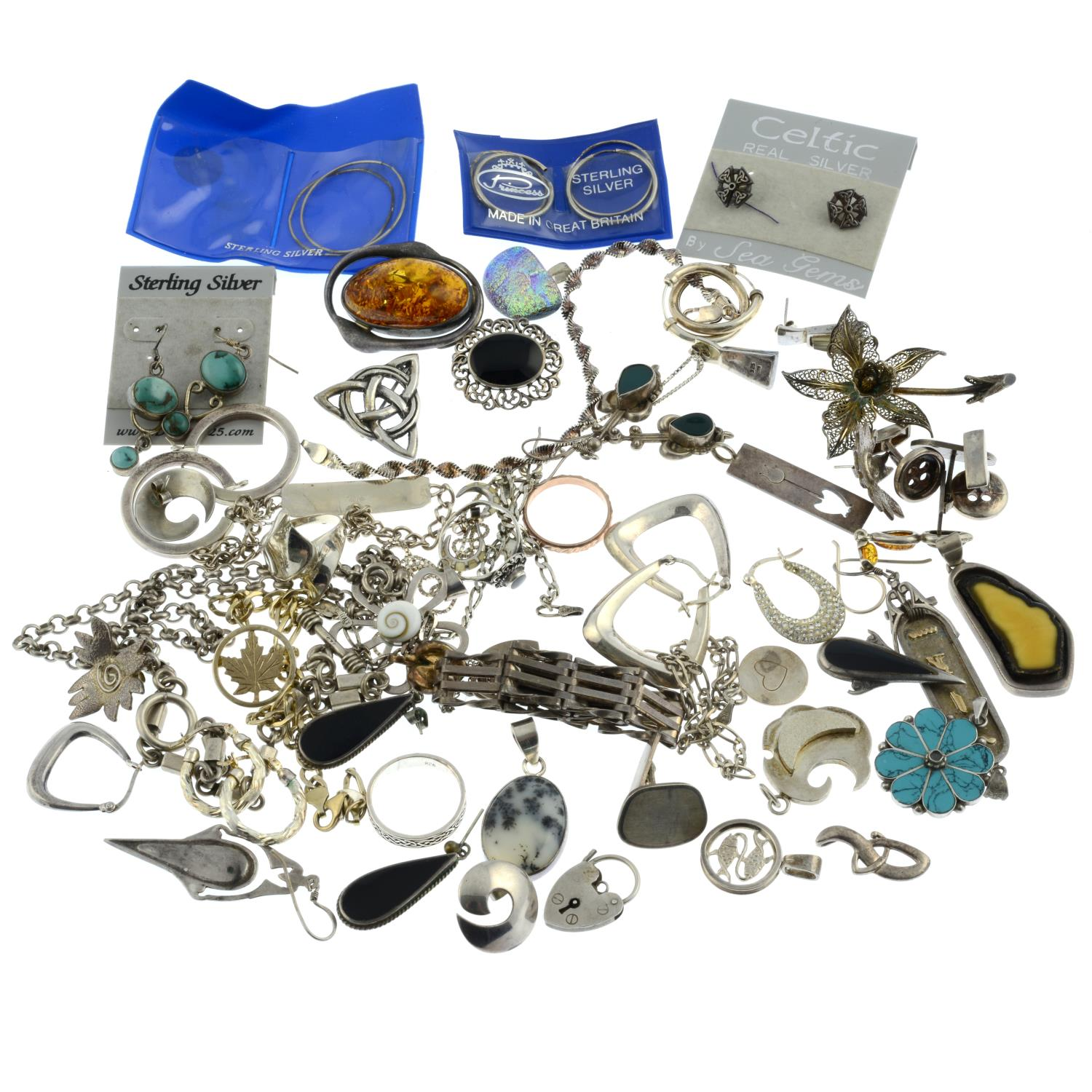 A selection of jewellery, to include a silver amber brooch. - Image 2 of 2