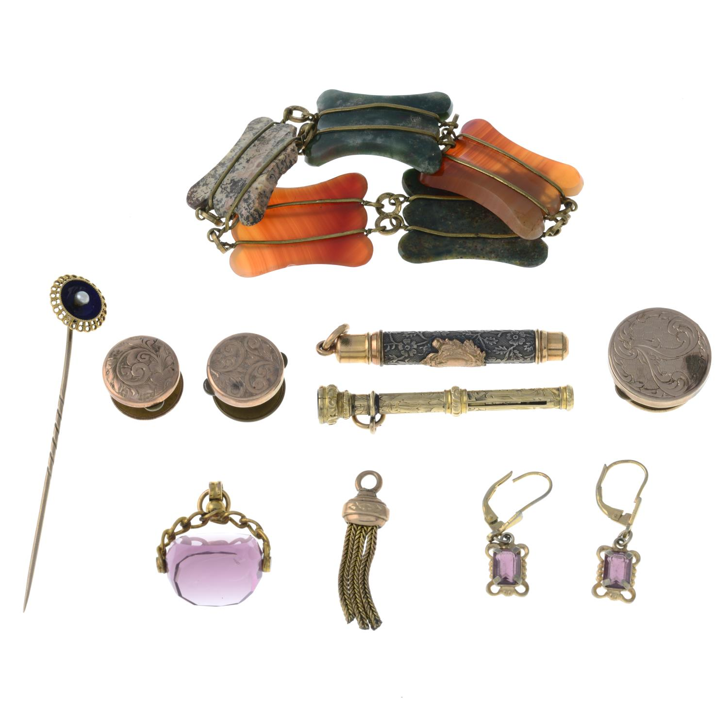 A selection of jewellery, to include an early 20th century garnet heart pendant. - Image 2 of 2