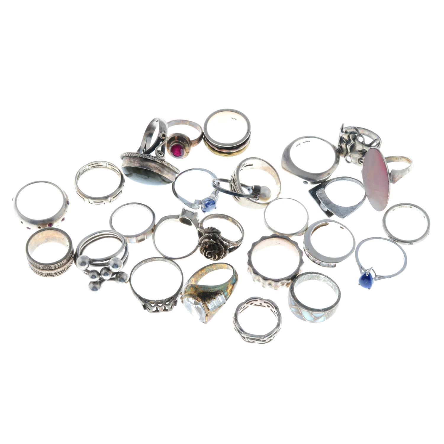 A selection of many gem-set rings, to include a lapis lazuli ring. - Image 2 of 2