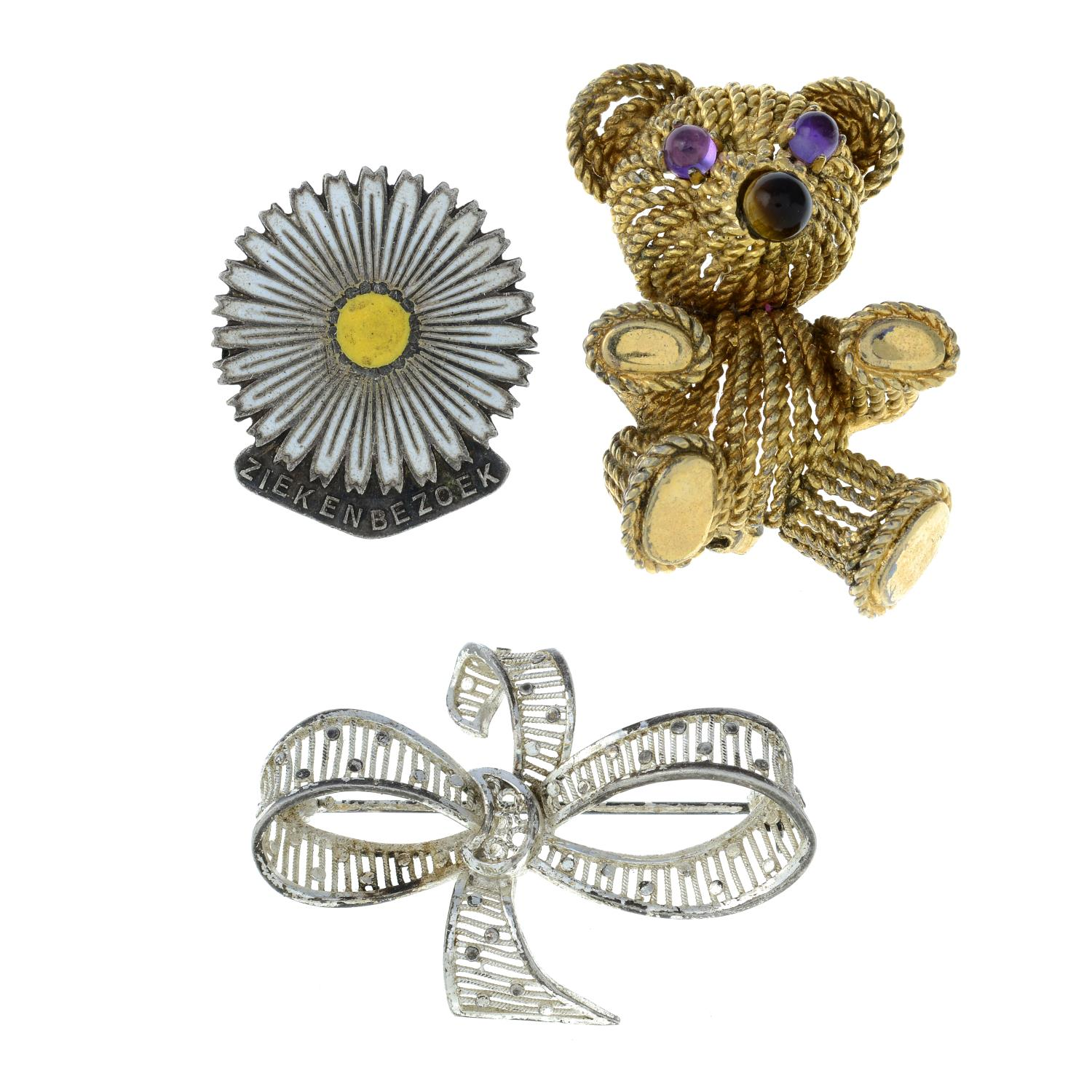 A selection of jewellery, to include an enamel and marcasite brooch.