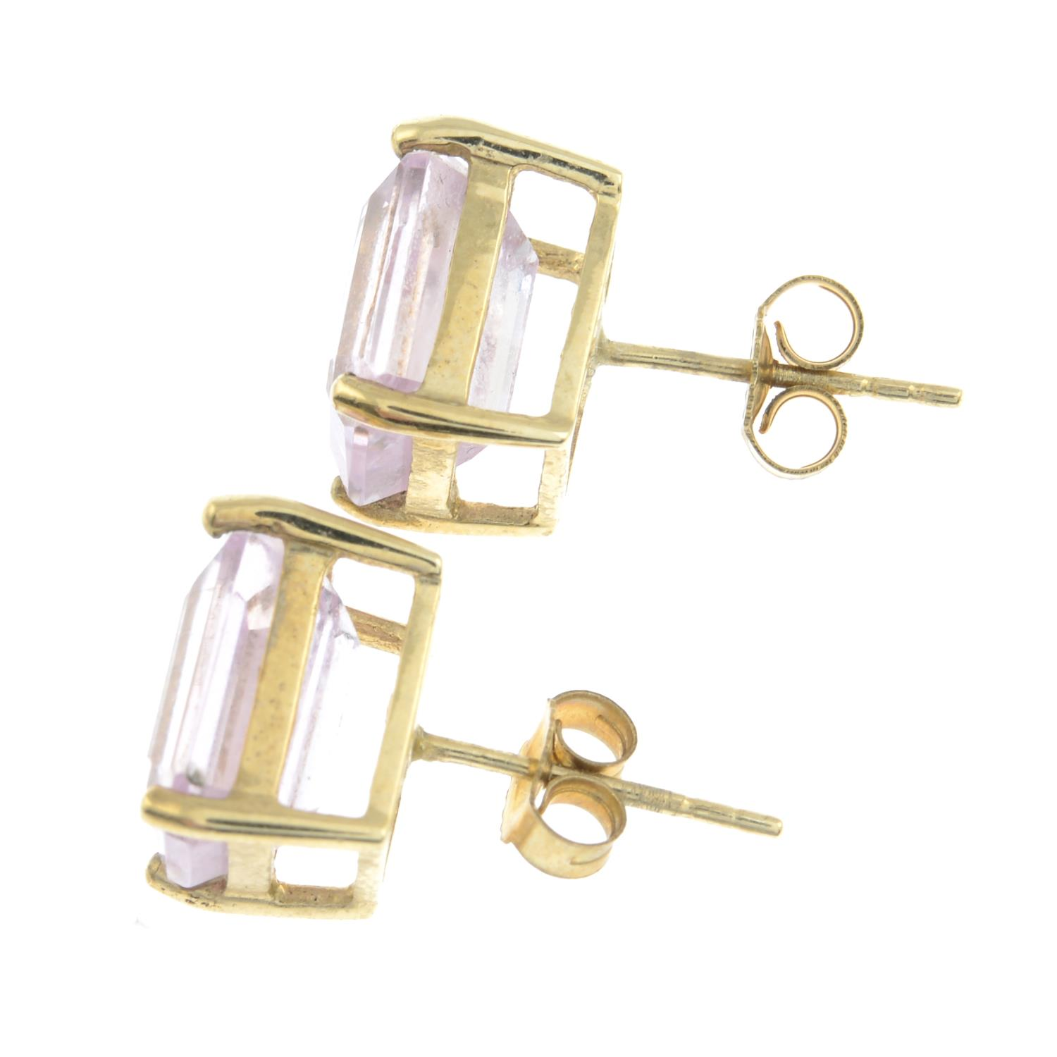 A pair of 9ct gold morganite stud earrings.Hallmarks for Birmingham.Length 1cms. - Image 2 of 2