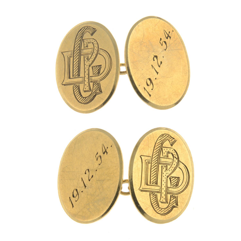 A pair of 9ct gold cufflinks.