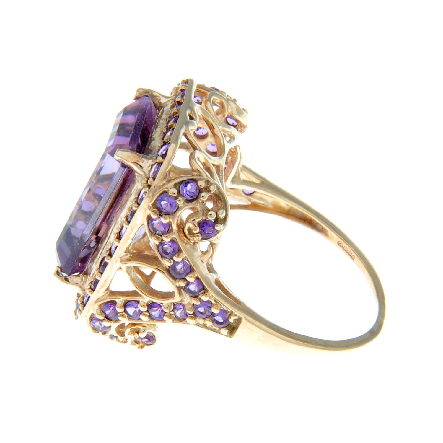 A 9ct gold amethyst dress ring. - Image 3 of 3