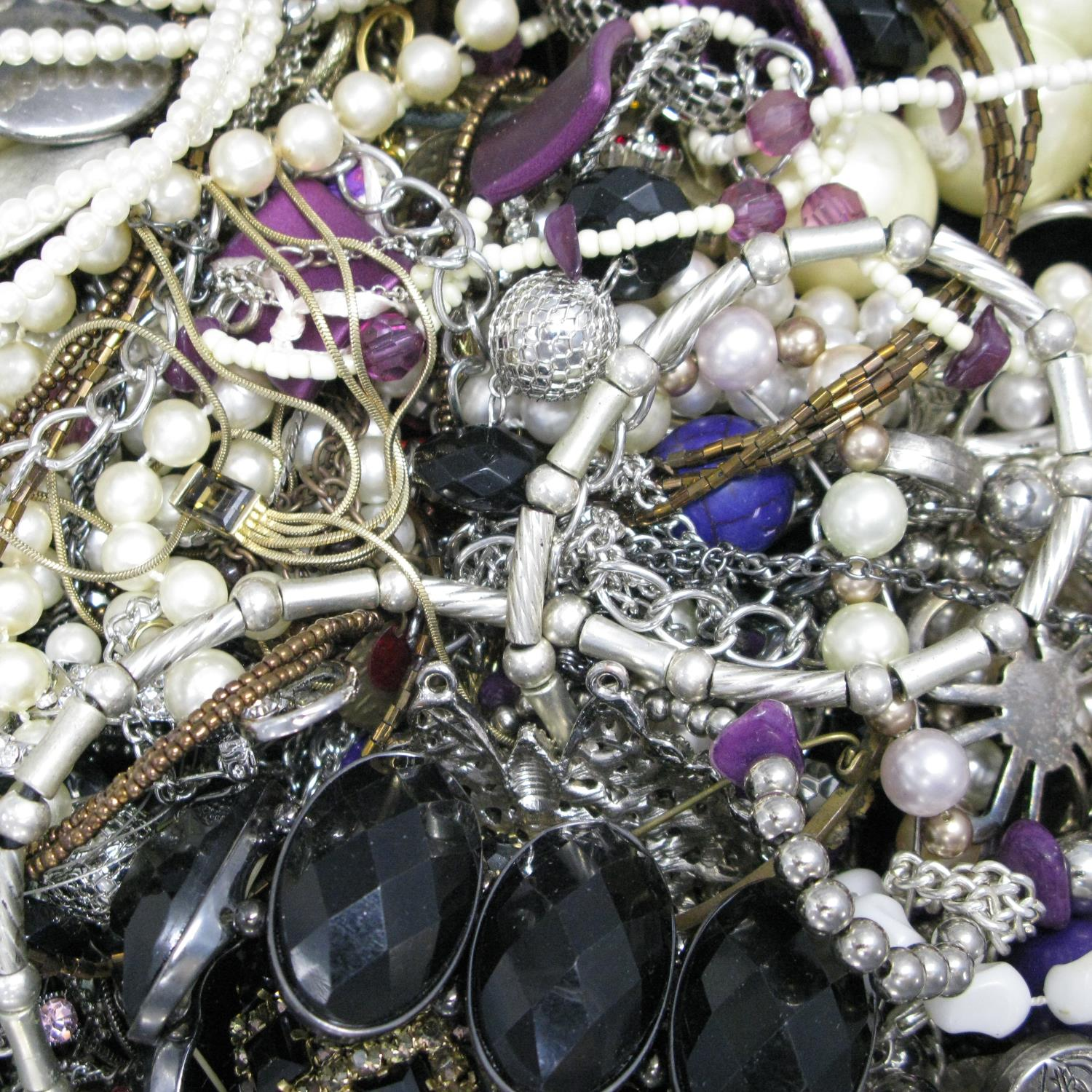A bag containing a large quantity of costume jewellery. - Image 2 of 2
