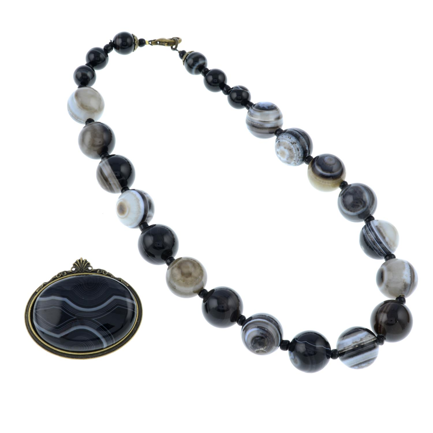 A banded agate brooch, pair of earrings and a necklace.Length of necklace 43.3cms. - Image 2 of 2