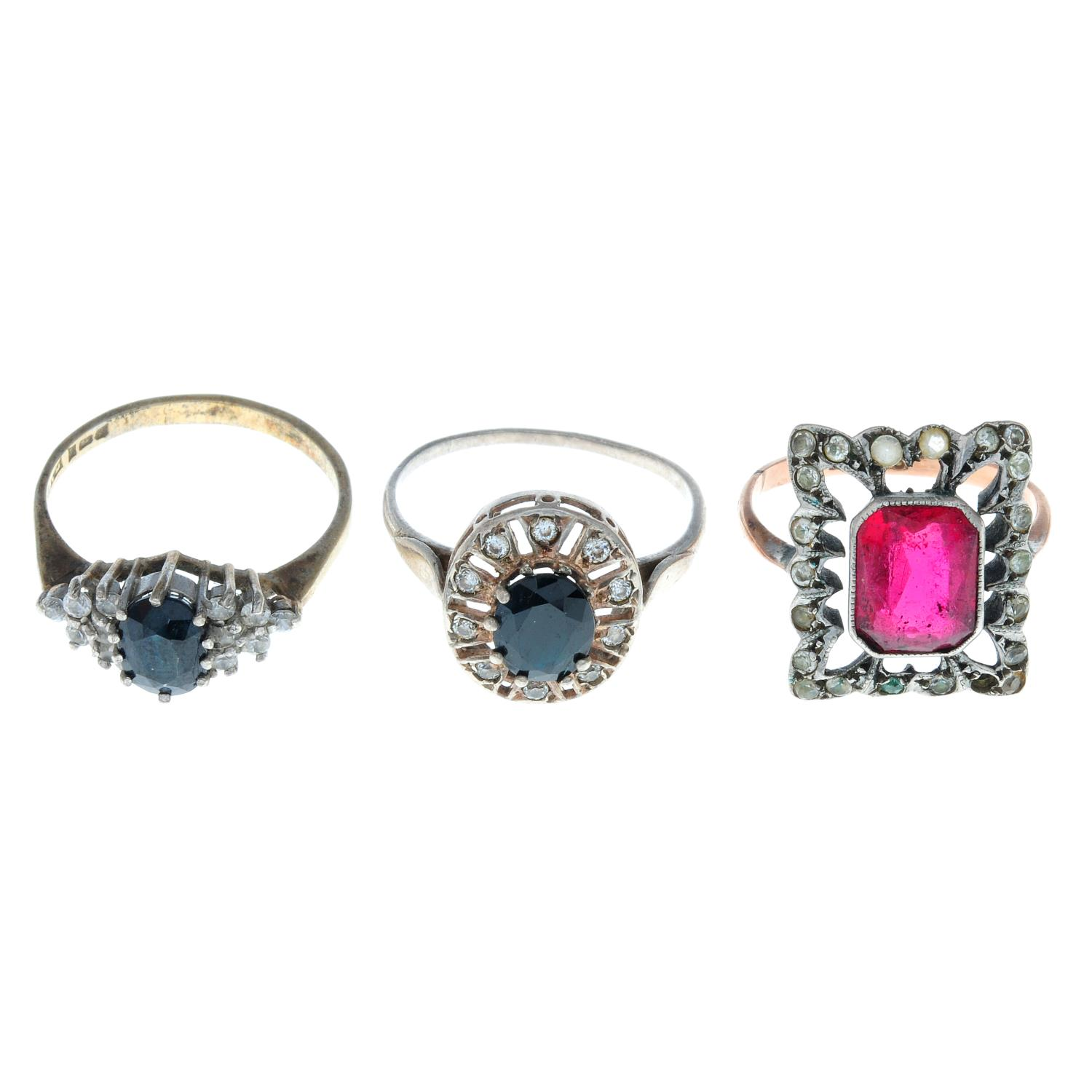 Fourteen early 20th century and later rings,