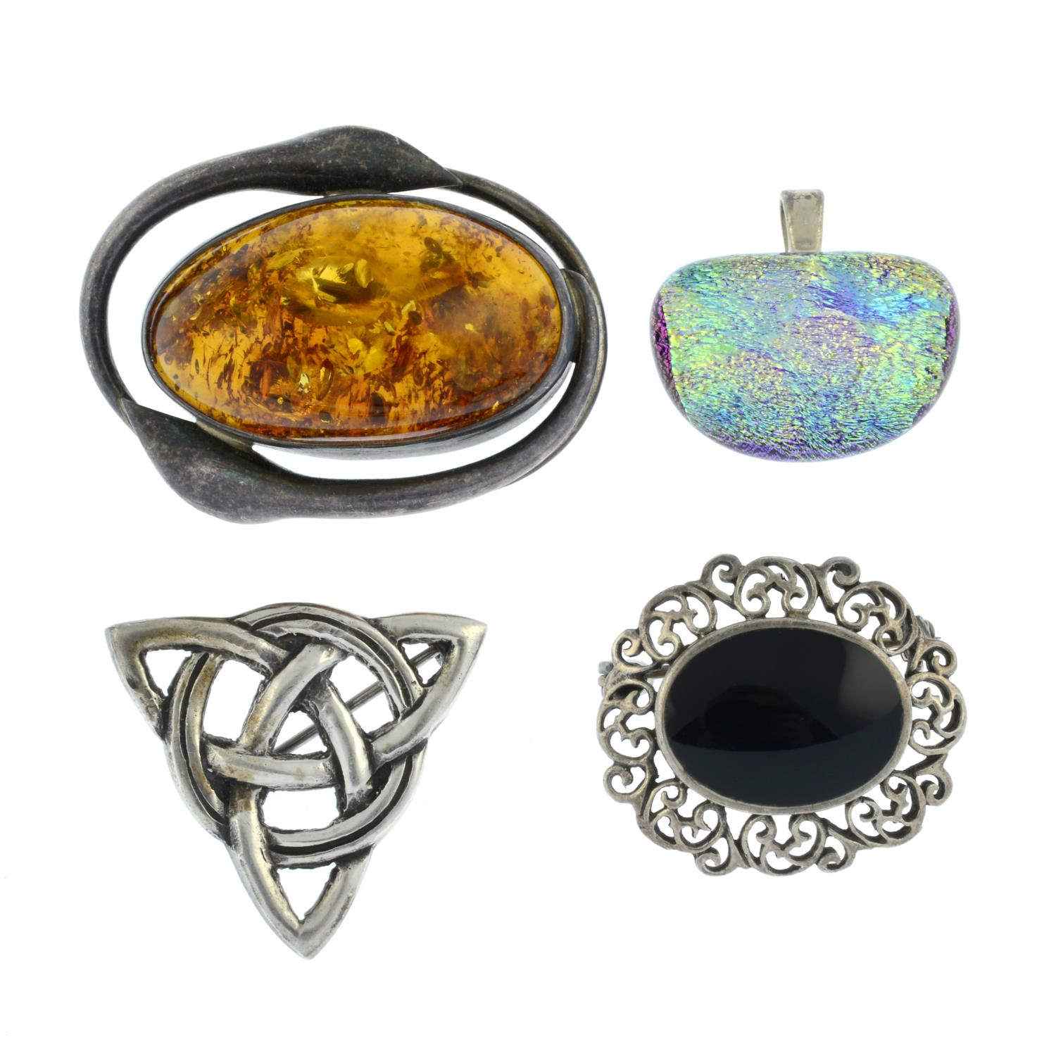 A selection of jewellery, to include a silver amber brooch.