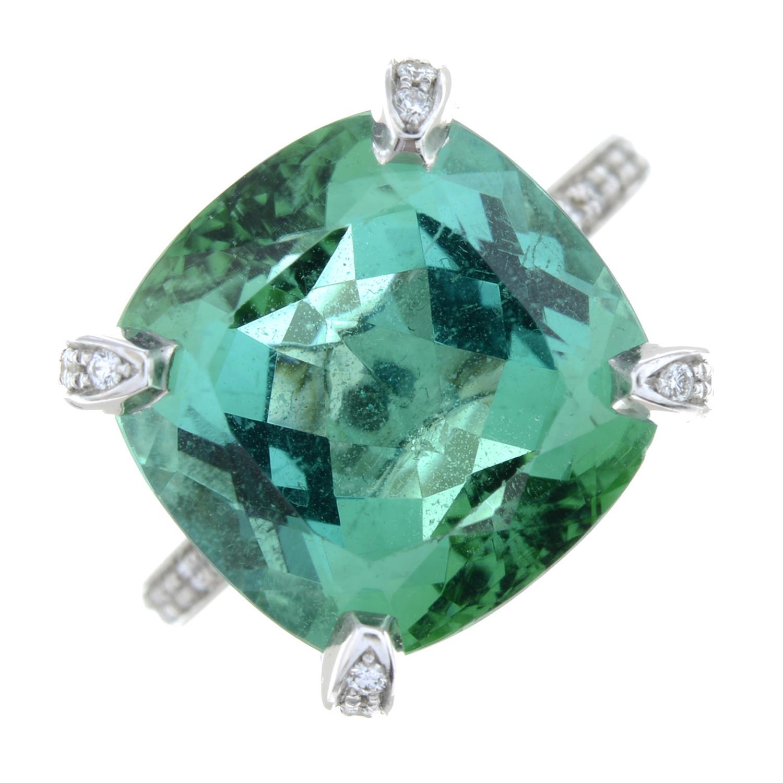 A green tourmaline dress ring, - Image 2 of 6