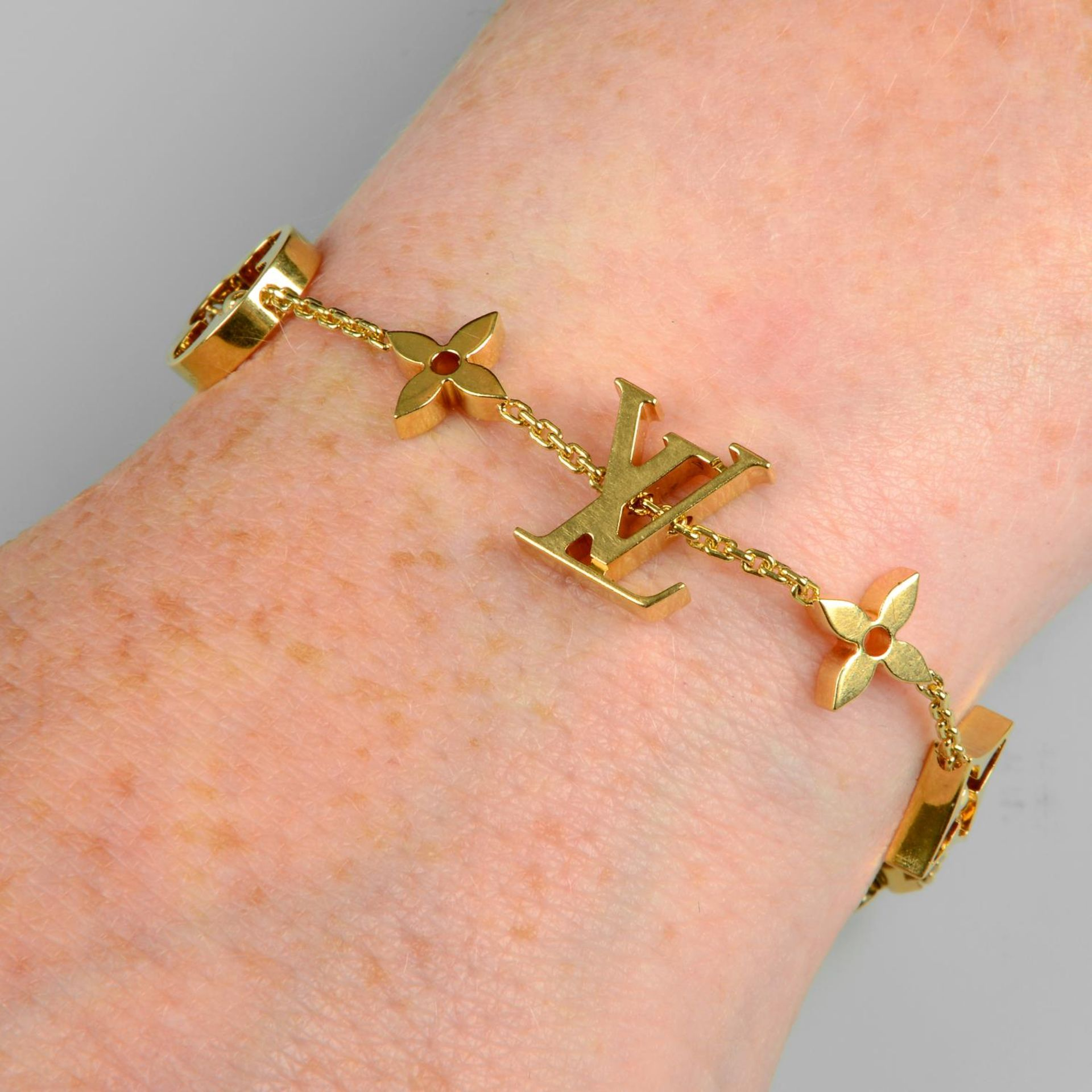 An 'Idylee Blossom Monogram' bracelet,
