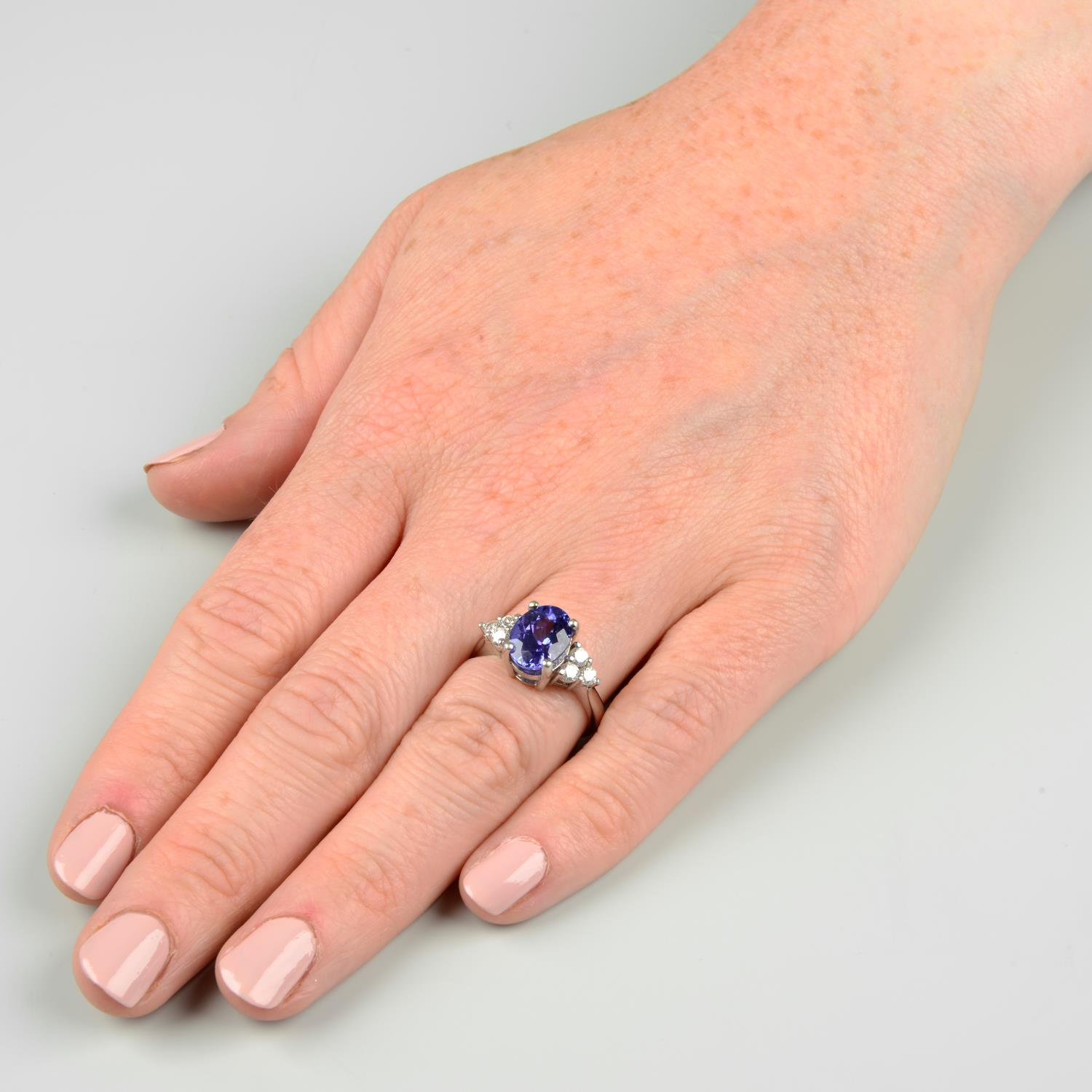 A tanzanite and diamond ring.Tanzanite calculated weight 2.72cts, - Image 3 of 6