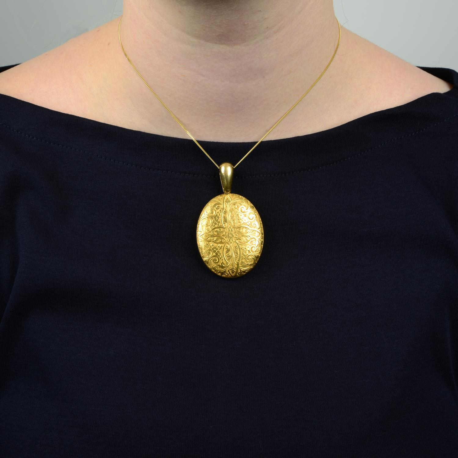 A late Victorian 18ct gold floral engraved locket. - Image 3 of 5