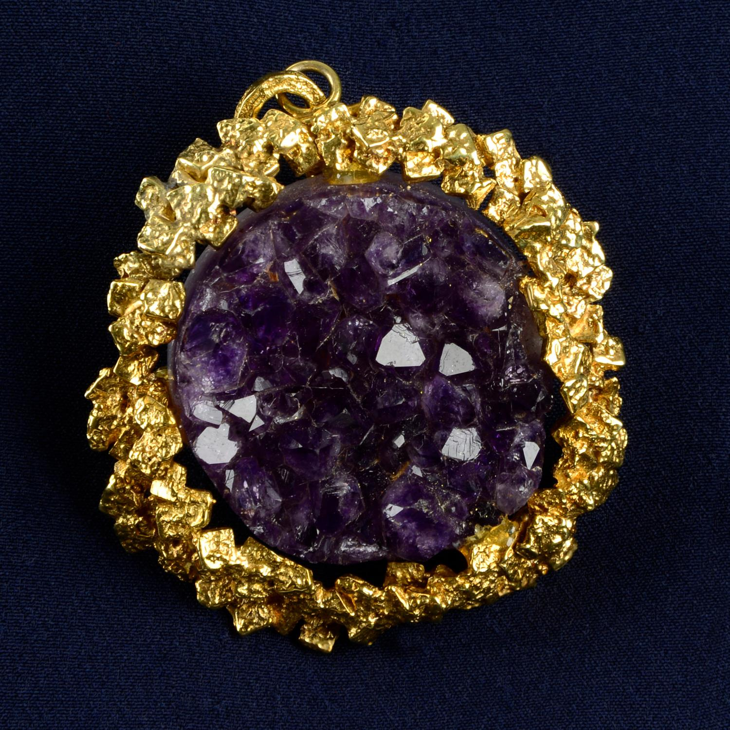 A 1970s gold amethyst druse abstract pendant.Length 7.4cms.