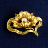 An American Art Nouveau 14ct gold and pearl floral brooch, by Whiteside & Blank.Length 2.7cms.