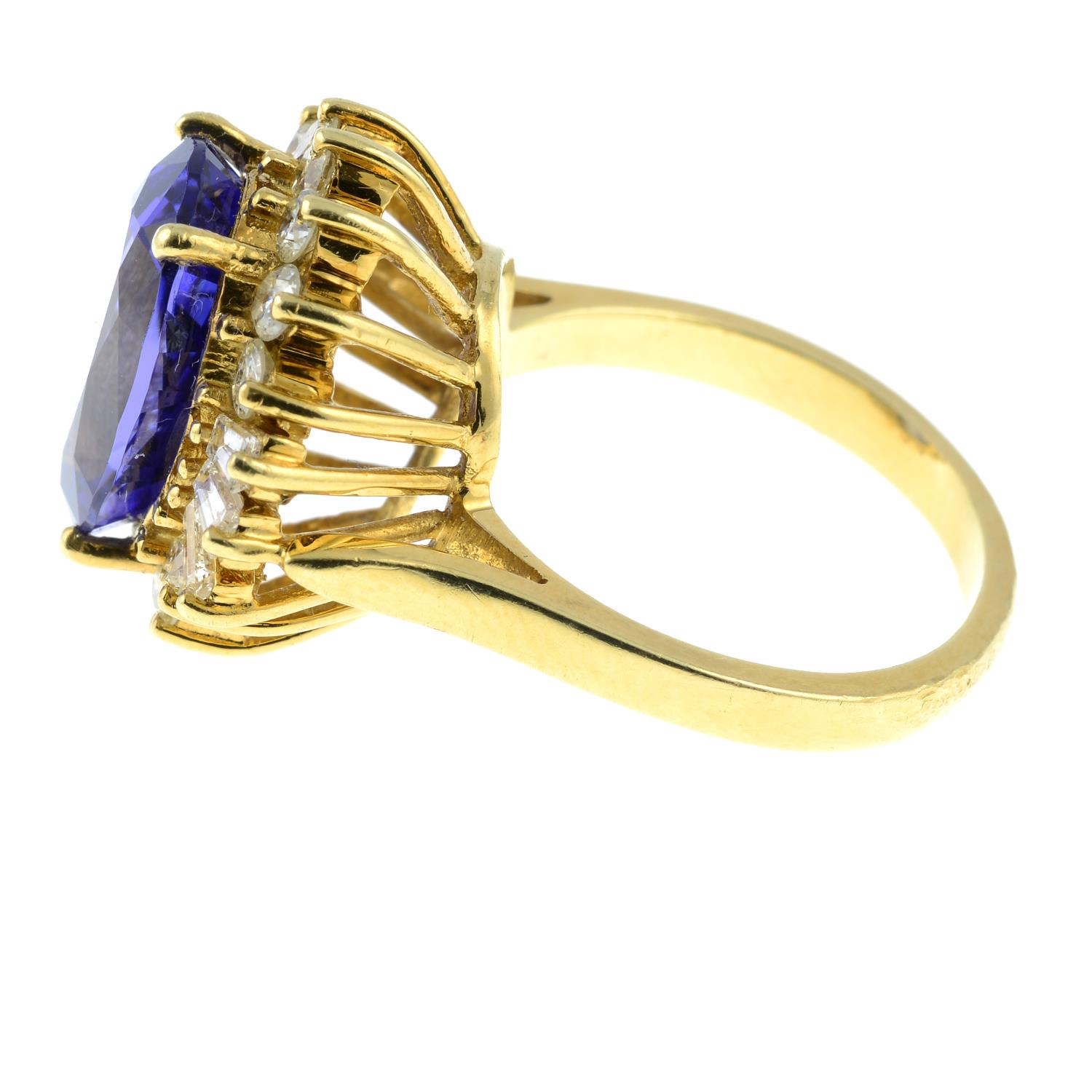 A tanzanite and vari-cut diamond cluster ring.Tanzanite calculated weight 5.41cts, - Image 4 of 6