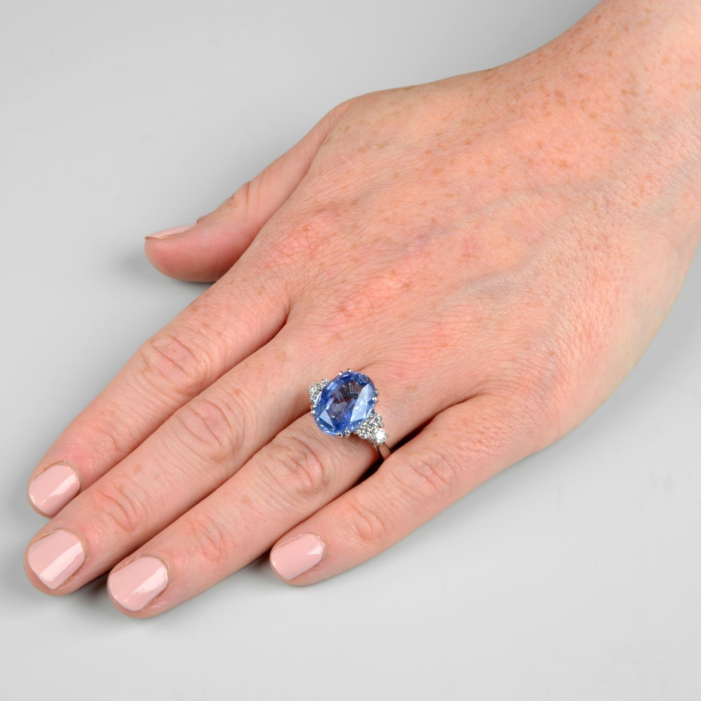 A Sri Lankan sapphire and diamond ring. - Image 3 of 7