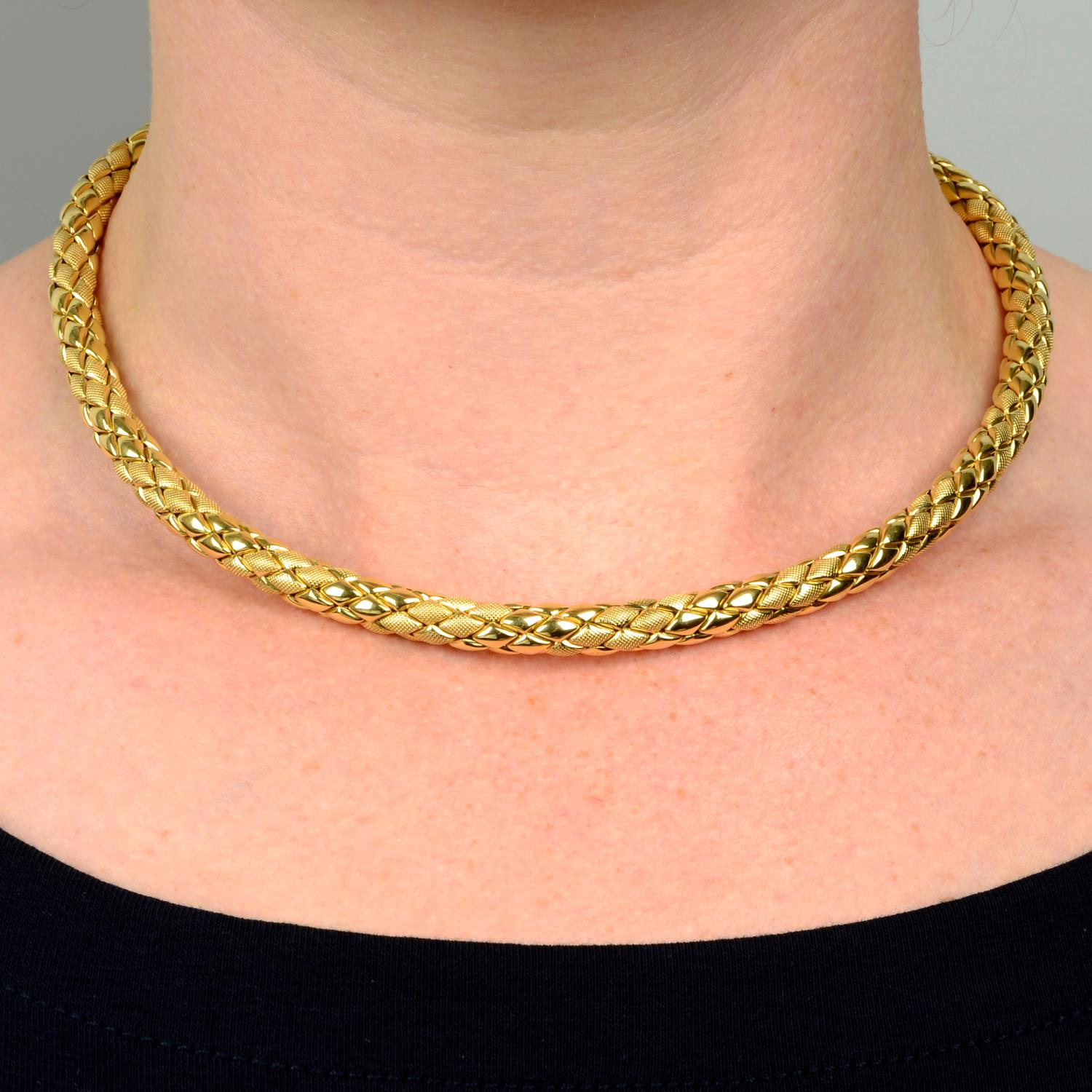 A textured collar, by Chimento.Italian marks, stamped 750.