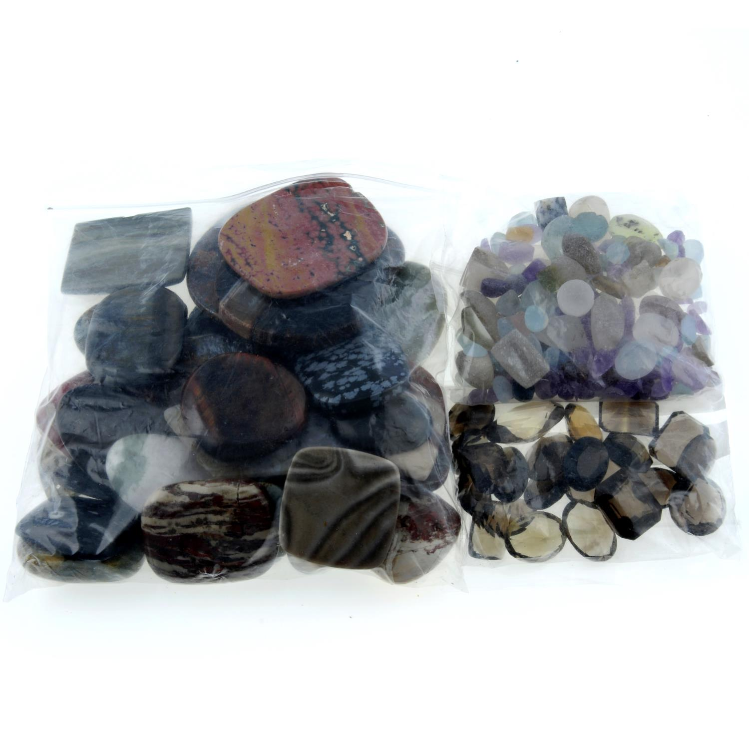 A selection of gemstones, weighing 1.1kgs, to include quartz, topaz, bloodstone and others. - Image 2 of 3