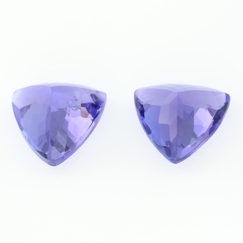 Pair of triangular shape tanzanites, - Image 2 of 2