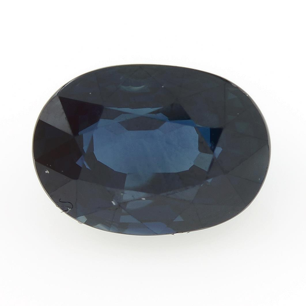 An oval-shape sapphire, weighing 2.10cts, measuring 8.30 by 6.01 by 4.56mms.