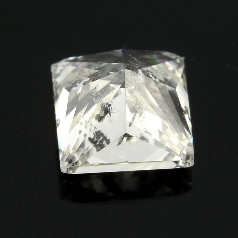 A square-shape diamond. - Image 2 of 2